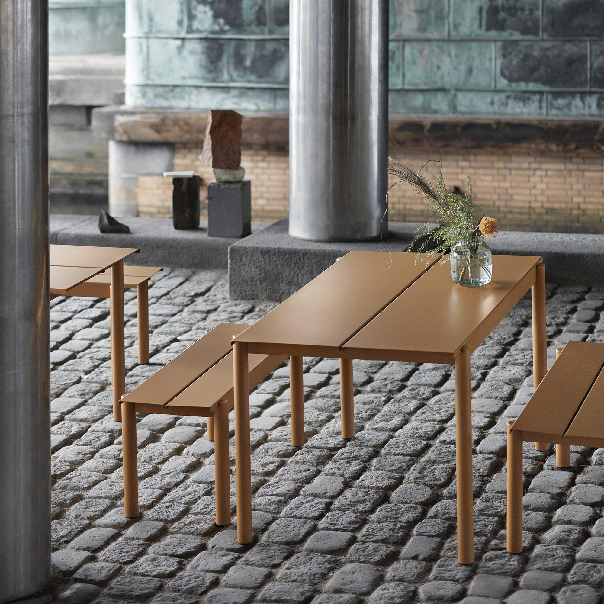 Muuto Linear Steel Gartentisch 140x75cm 2000x2000 ID d3c5b9c09dfe daf851eec