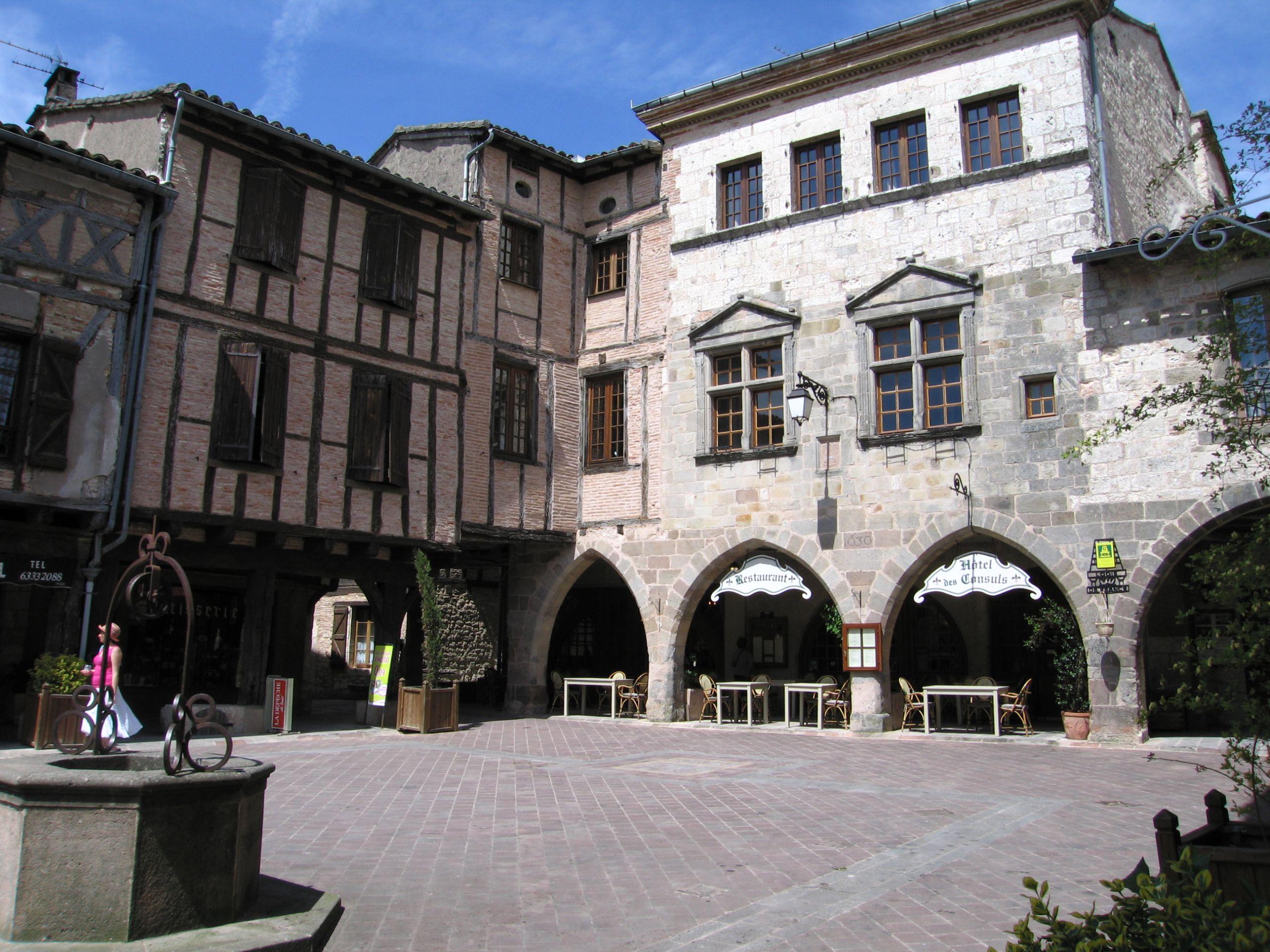 Place Castelnau de Montmiral
