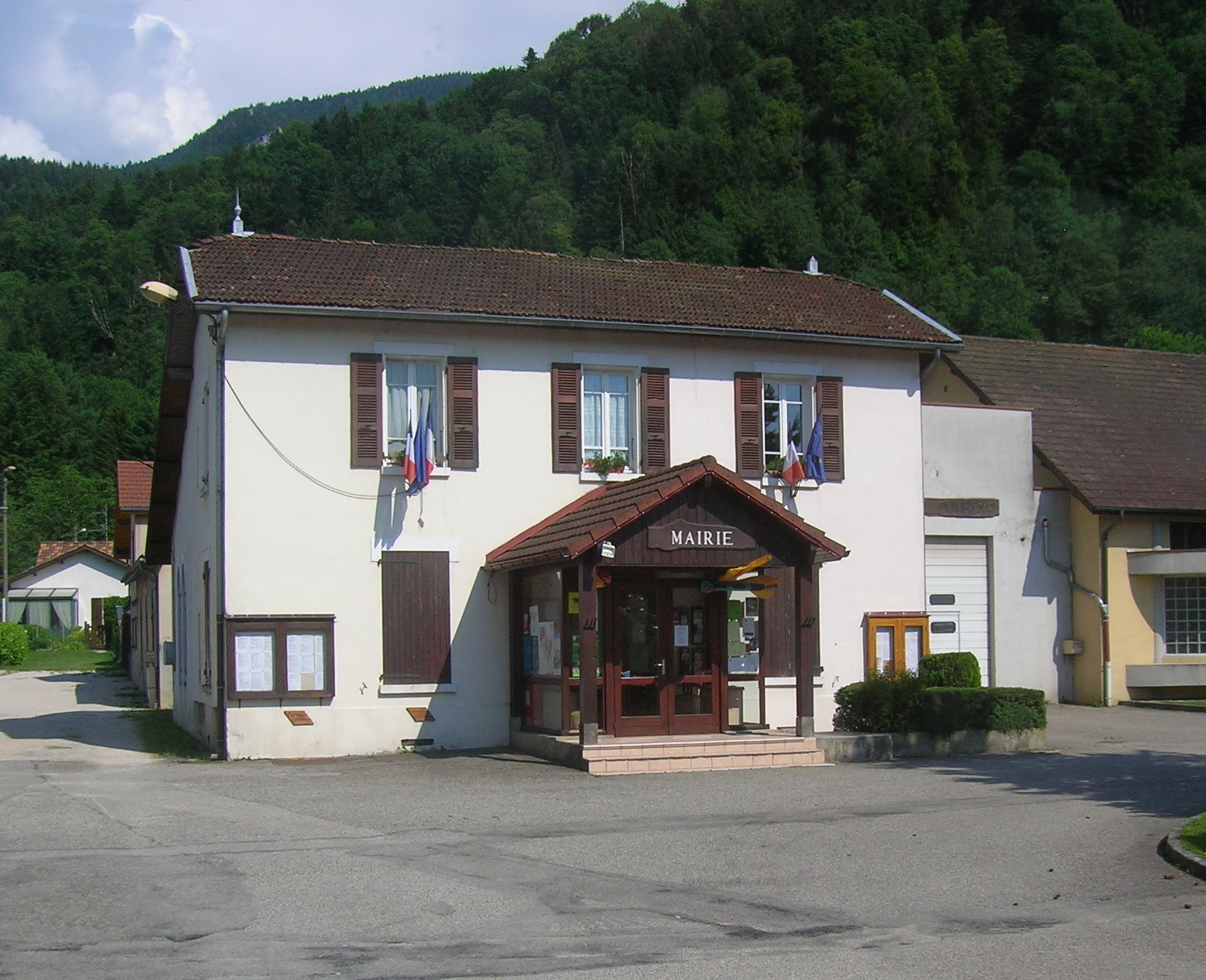 Saint Joseph de Rivière mairie DSCN9926 JPG