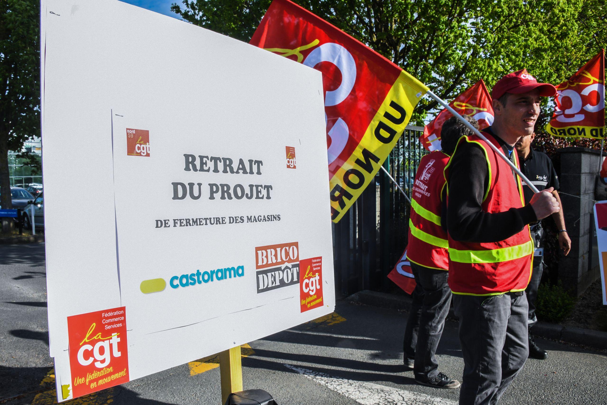 Manifestation contre le plan social chez Castorama Quand on detruit leur emploi on detruit leur vie s insurge un syndicaliste