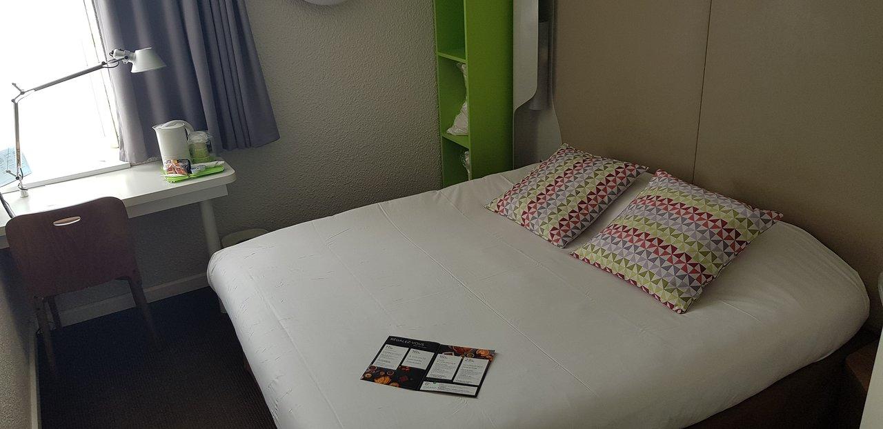chambre a grand lit