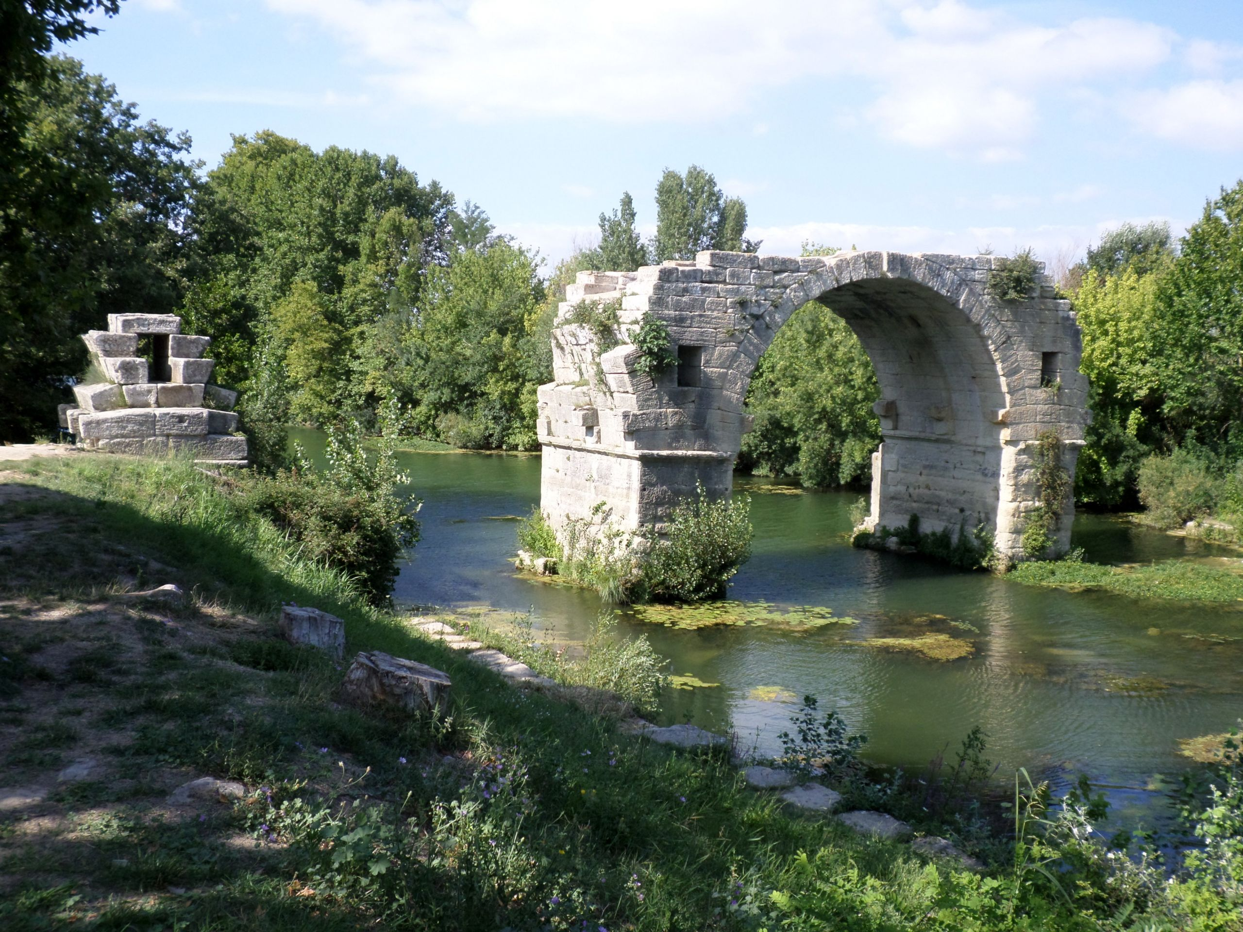 Ambrussum pont Ambroix JPG