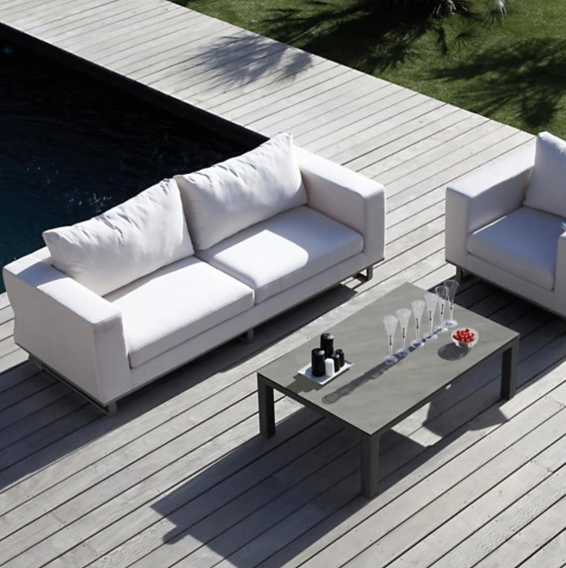 Chaise De Jardin Aluminium Luxe Salon De Jardin Blanc Avec Un Canapé Et Un Fauteuil Avec Une