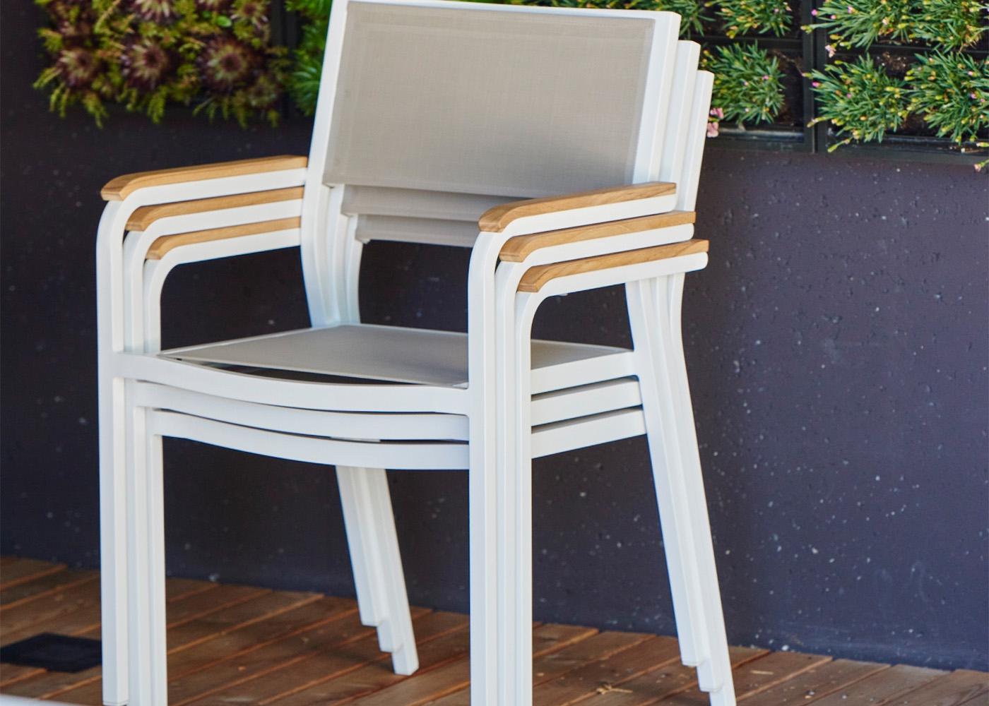 set de 4 chaises de jardin en aluminium teck et batyline noir blanc ou taupe lux alu par jankurtz