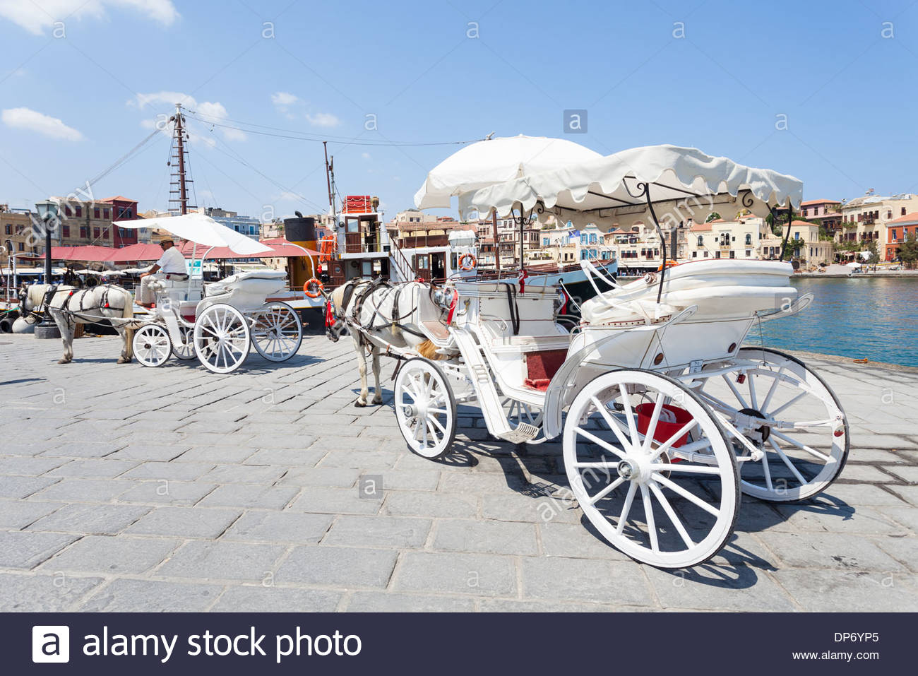 horse carriage waiting for tourists in the venetian harbor of chania DP6YP5