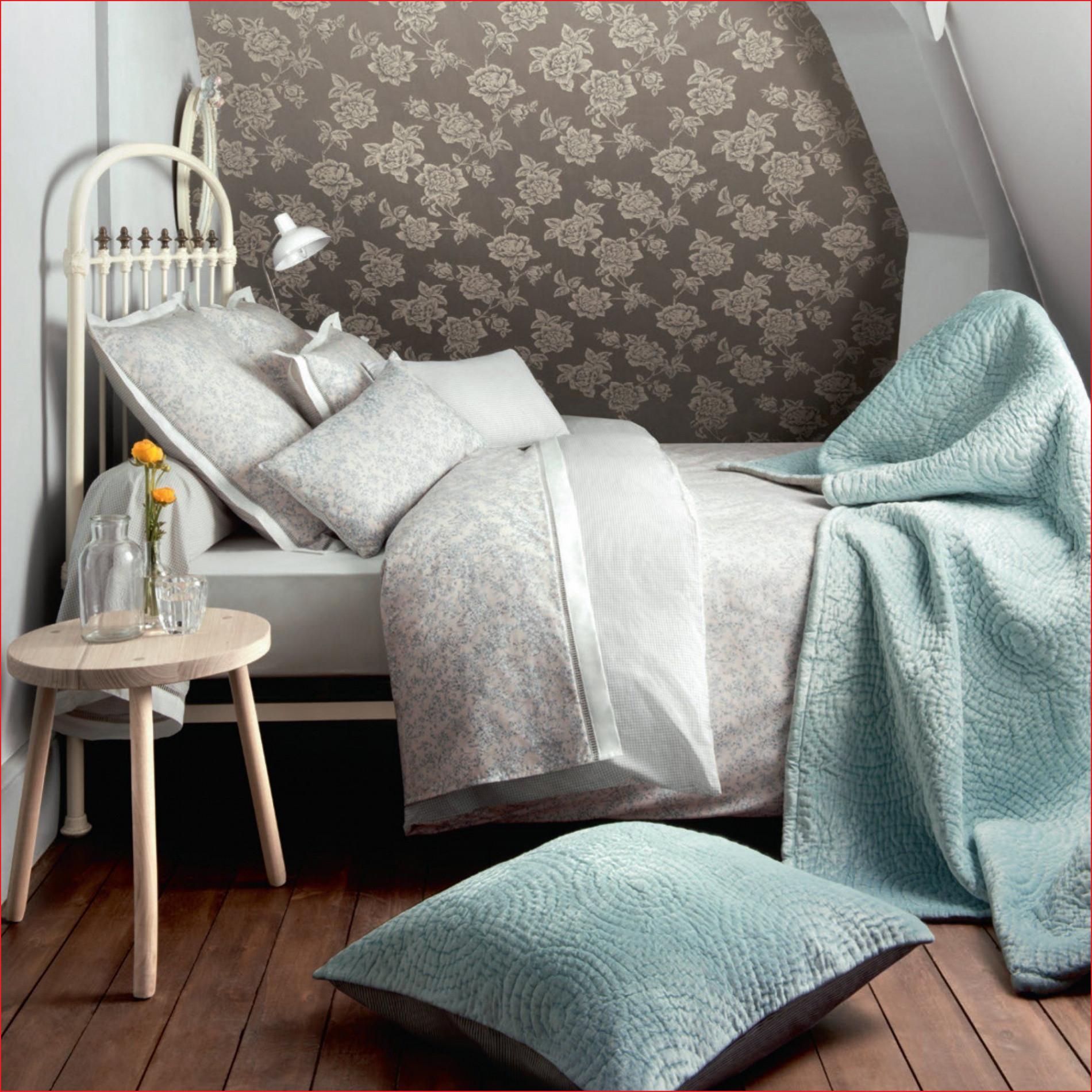 tour de lit coussins coussin pour lit laguerredesmots of tour de lit coussins 1
