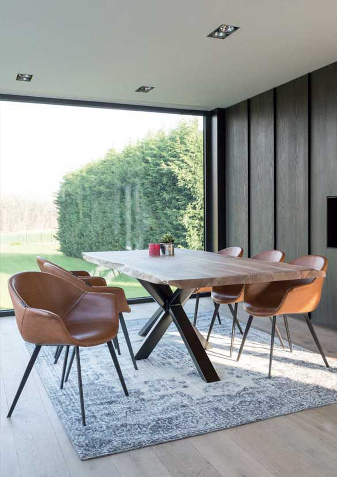 table en bois fauteuil cuir design 1170x0 q85 subsampling 2 upscale