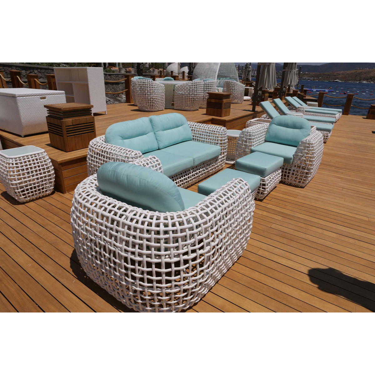 fauteuil liane de resine tressee blanche royo de lusso matters blanc 02 310