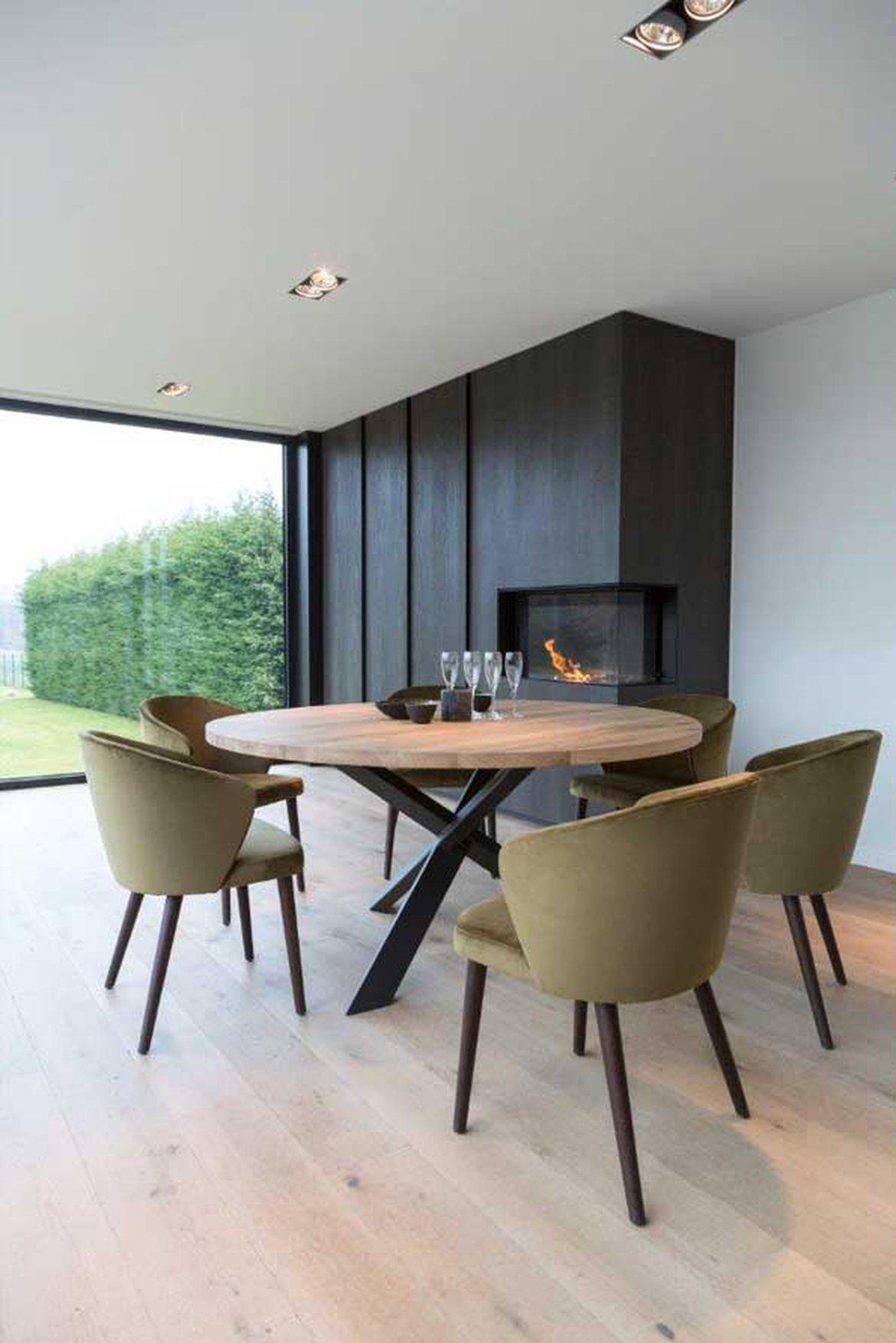 table en bois fauteuils velours design 1170x0 q85 subsampling 2 upscale