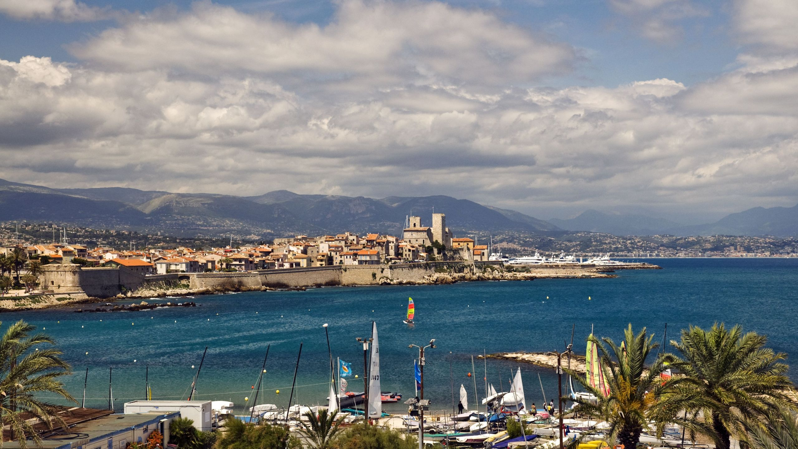 old city and port of antibes looking towards fort carre 5aa9851a3de d168ba