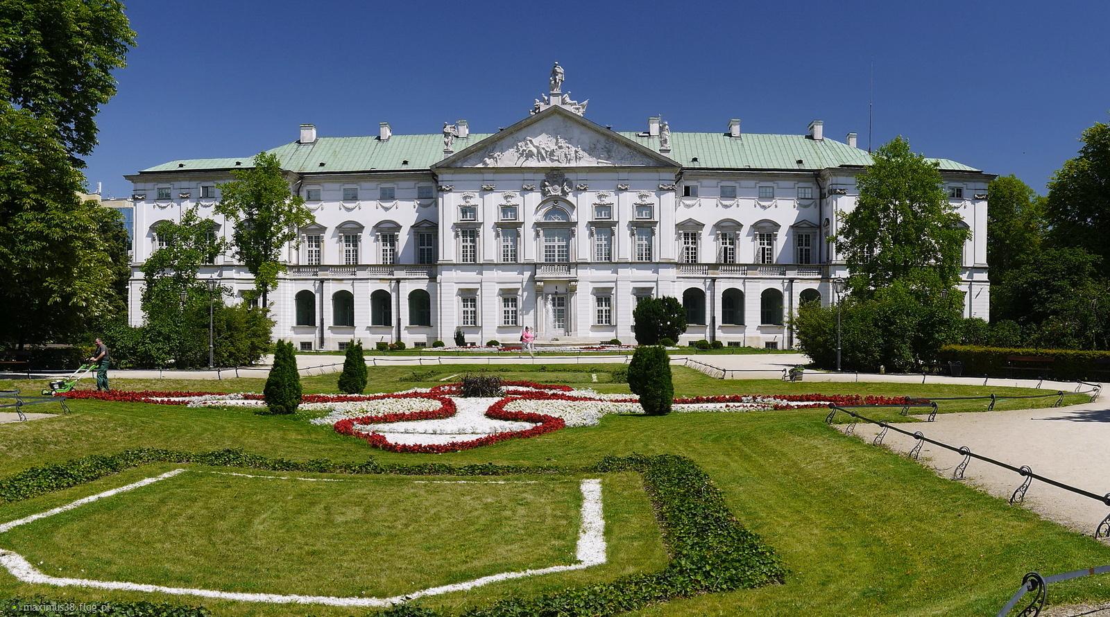 palac krasinskich widok od strony ogrodow