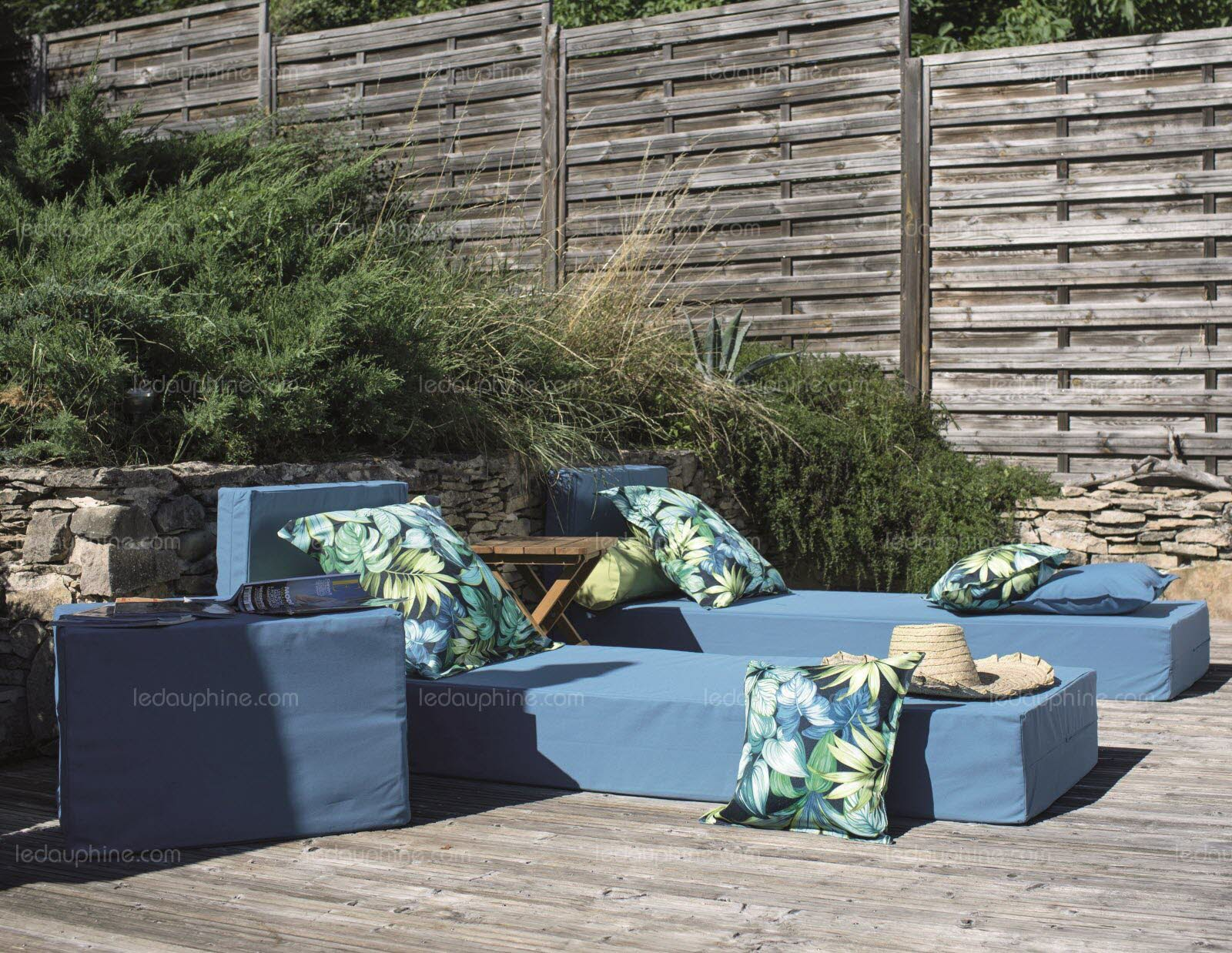 les nouvelles collections de mobilier exterieur investissent la terrasse me le prolongement du salon il s agit de decorer tout un espace et de le meubler avec les memes exigences de style et de confort que pour les pieces de la maison photo mondial tissu