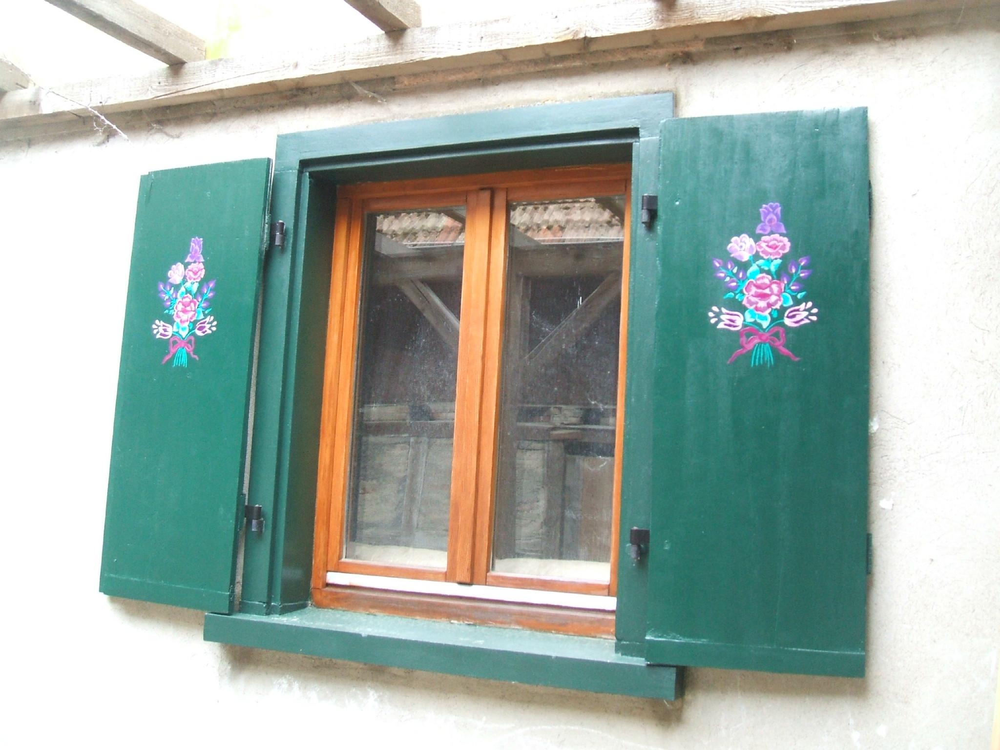 idee couleur peinture volet bois avec volets peint et peinture sur bois peneloppe ou les al as du idees et o avec px