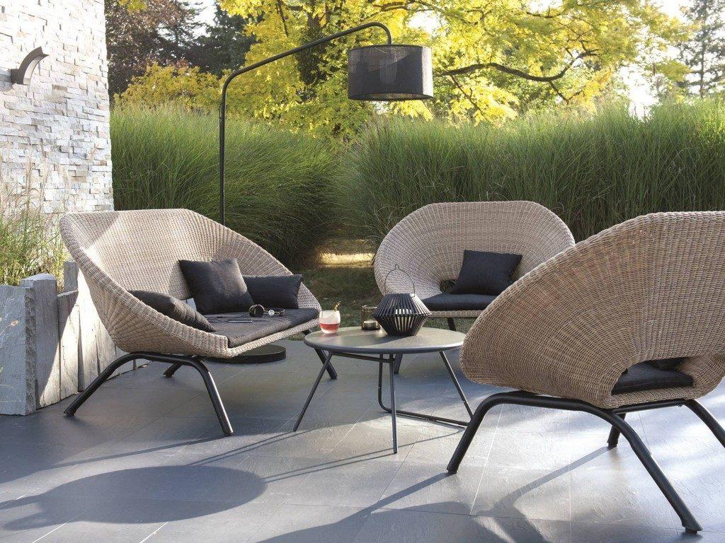 amenager salon jardin chic prix doux joli place idee deco terrasse exterieur solde resine mobilier pas cher meuble table tressee bois ensemble canape chaise plastique petit