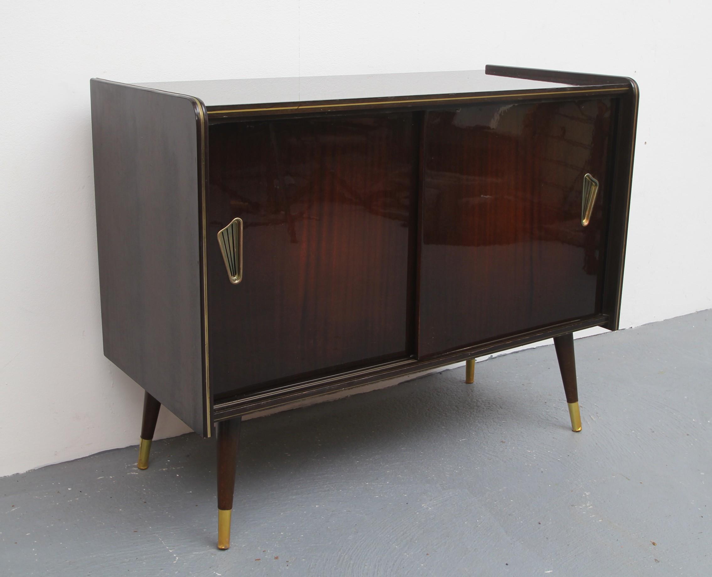 petite mode vintage avec portes coulissantes 1950 1