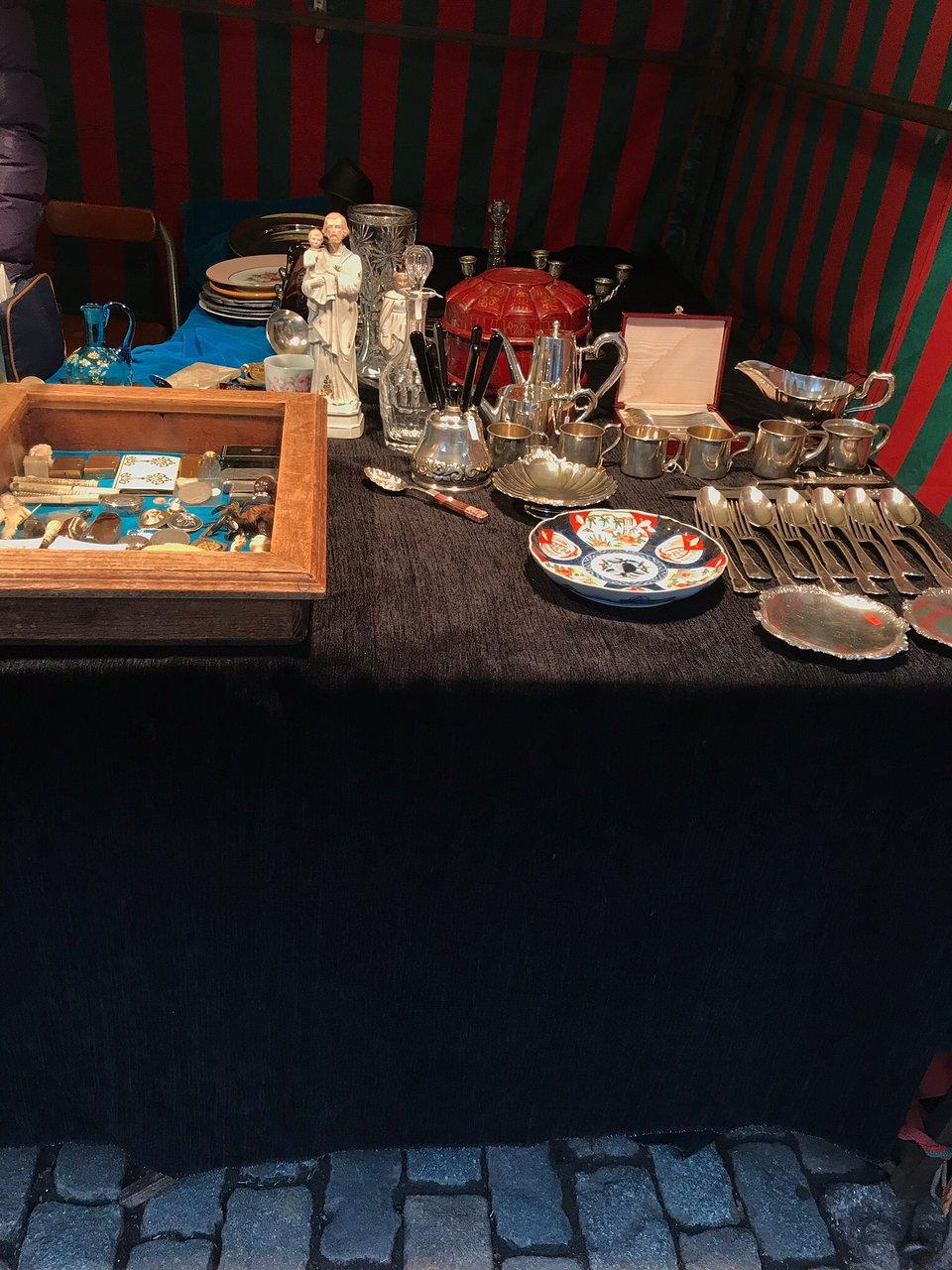 Table Basse De Jardin Charmant Antiekmarkt Zavel Marche Des Antiquites Et Du Livre Du