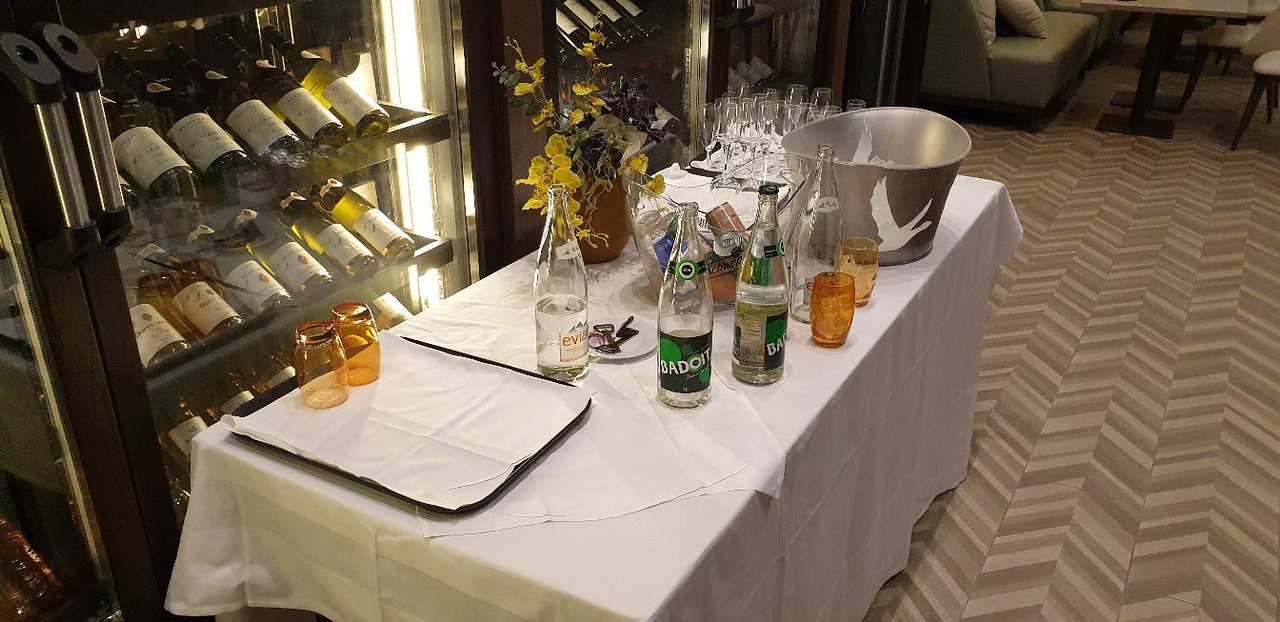 Table Bistrot Haute Genial Hilton Evian Les Bains Hotel Reviews