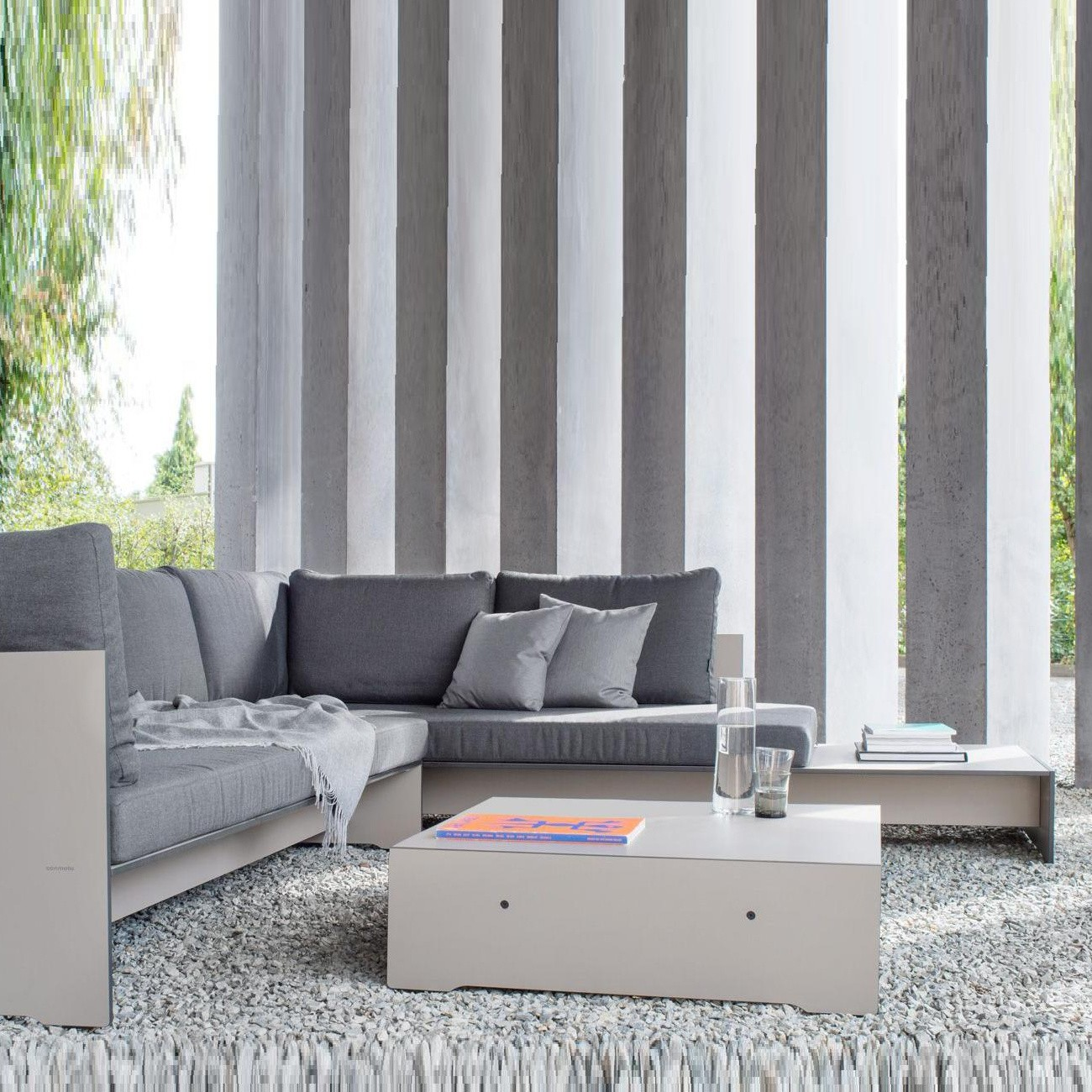 Conmoto Riva Lounge Couchtisch 1300x1300 ID 4622cff ec5bc3b05f9b46ca8b