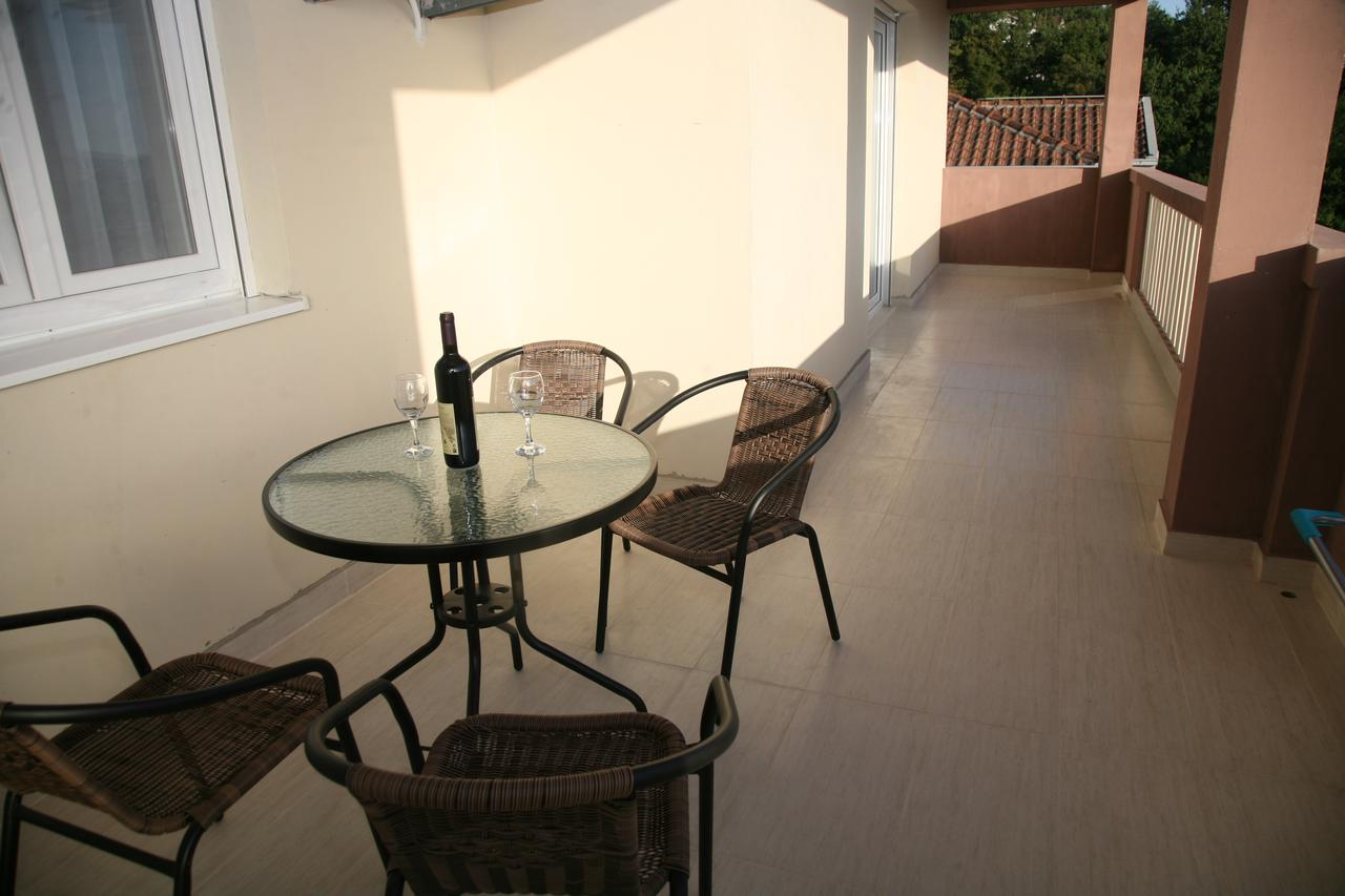 Table Fer Charmant Apartments Mira Montenegro Tivat Booking Of 33 Génial Table Fer
