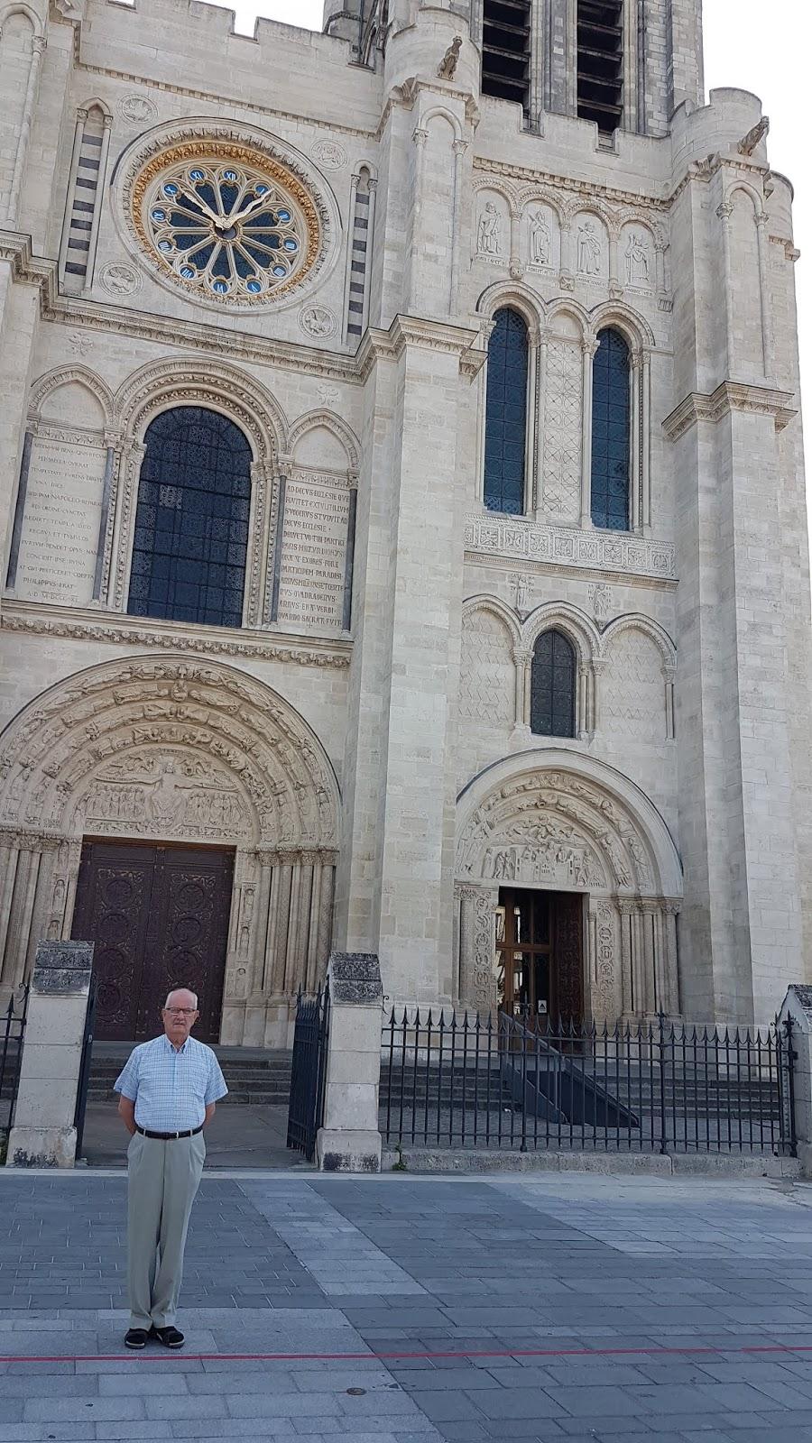 Devant la Basilique St Denis