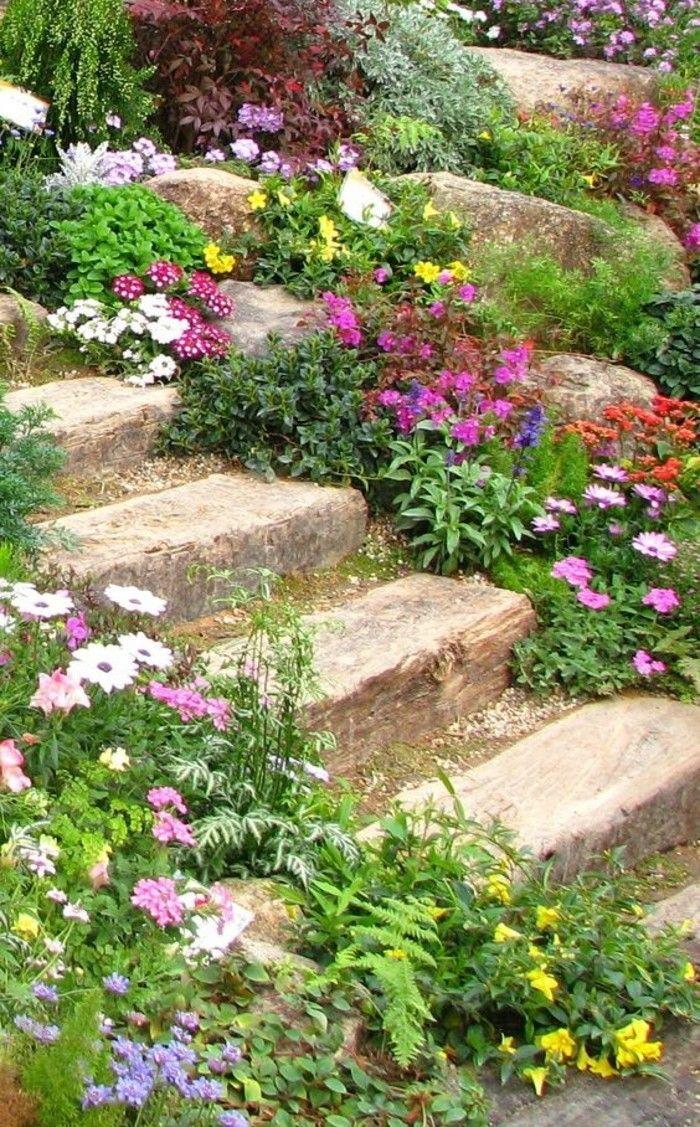 rocaille fleurie en pente abrupte escalier en pierre bord C3 A9 en pierre et fleur de rocaille amenagement jardin color C3 A9 e