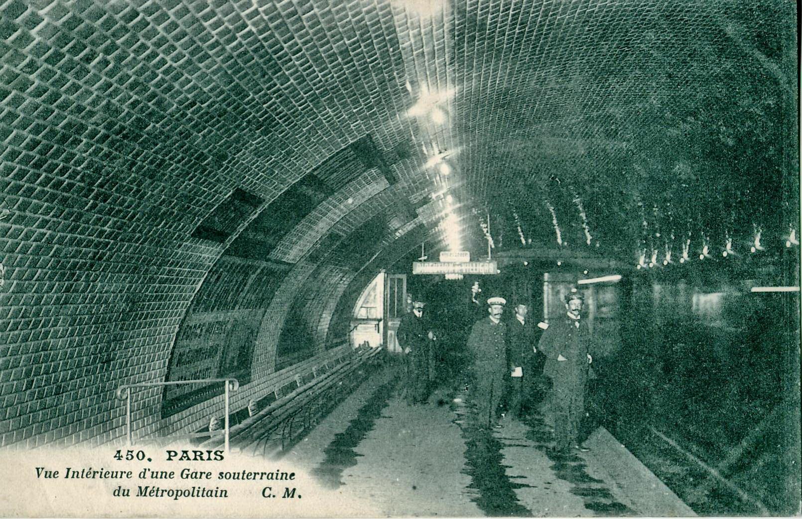 CM 450 PARIS Vue intérieure d une gare souterraine du Métropolitain JPG