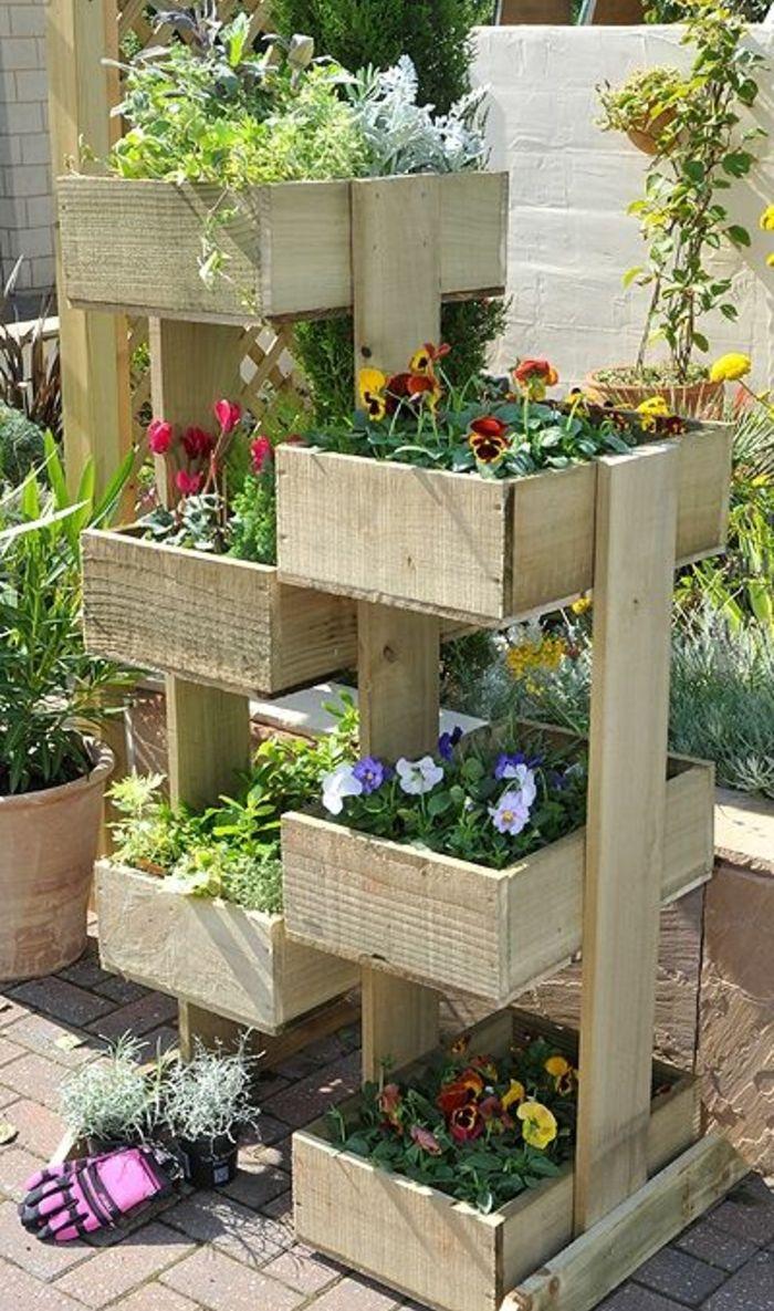 bac a fleur en palette des bacs en bois superpos C3 A9s pour planter des fleurs id C3 A9e ment am C3 A9nager un jardin exterieur e