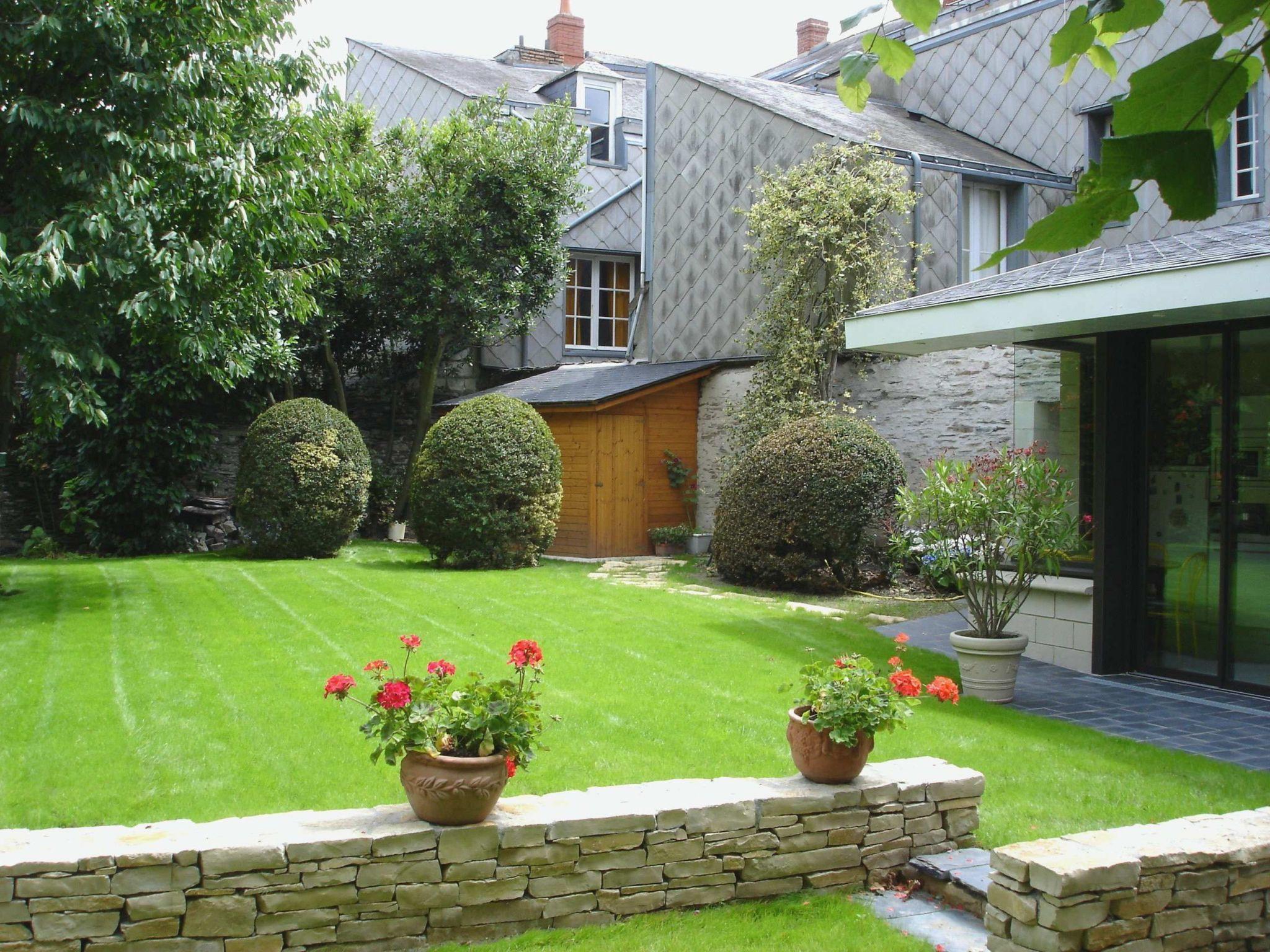 idee amenagement jardin devant maison avec idee jardin maison de idee amenagement jardin devant maison