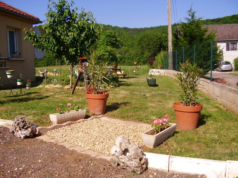 deco jardin idee decoration exterieur maison idees amenagement paysager simples renovation petites sur bud bon jardins dans une petite cour plan peu couteuses restreint plantes