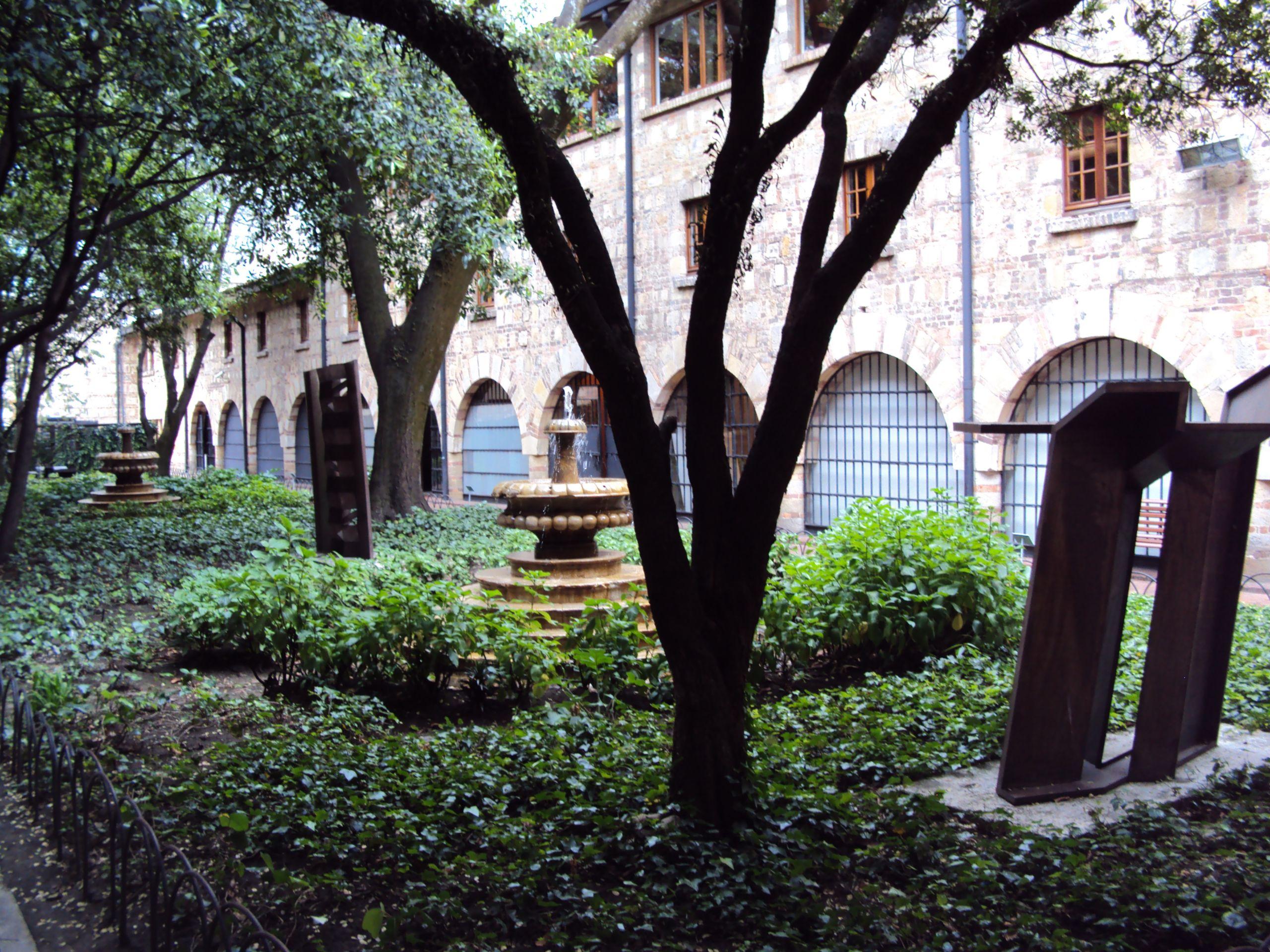 Jardin en el Museo Nacional de Colombia JPG
