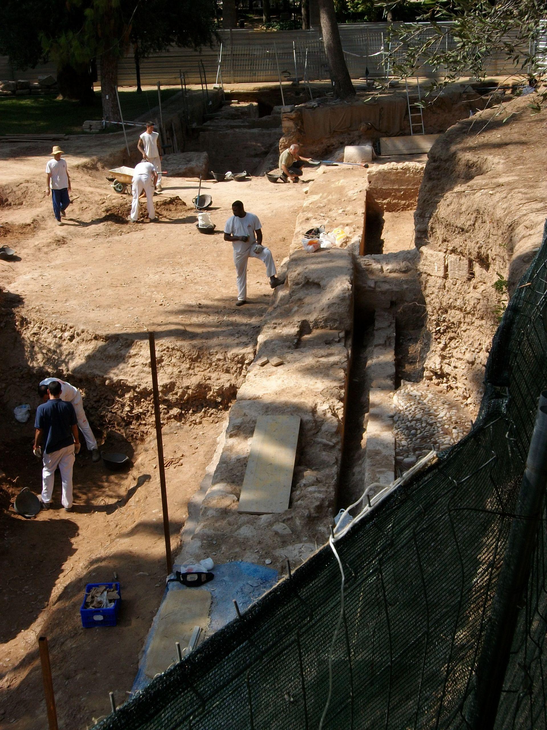 fileexcavacio arqueologica al palau del real de valencia jardins de vivers 2009