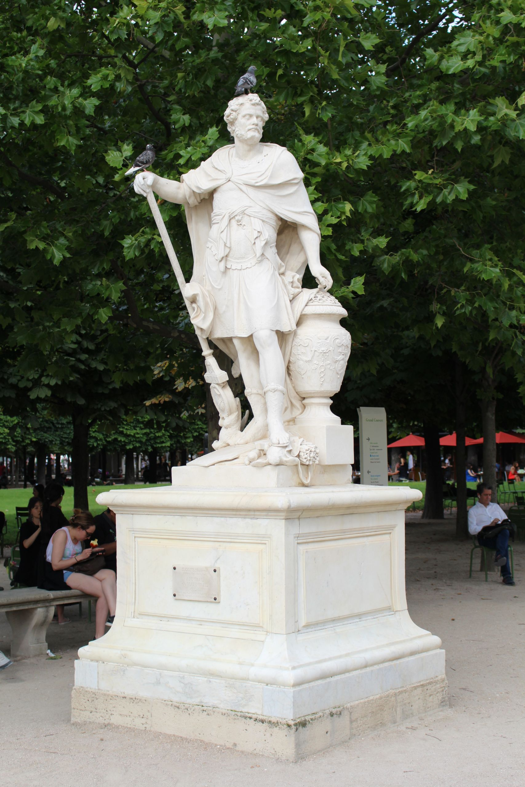 Statue Hannibal Jardin Tuileries Paris 1