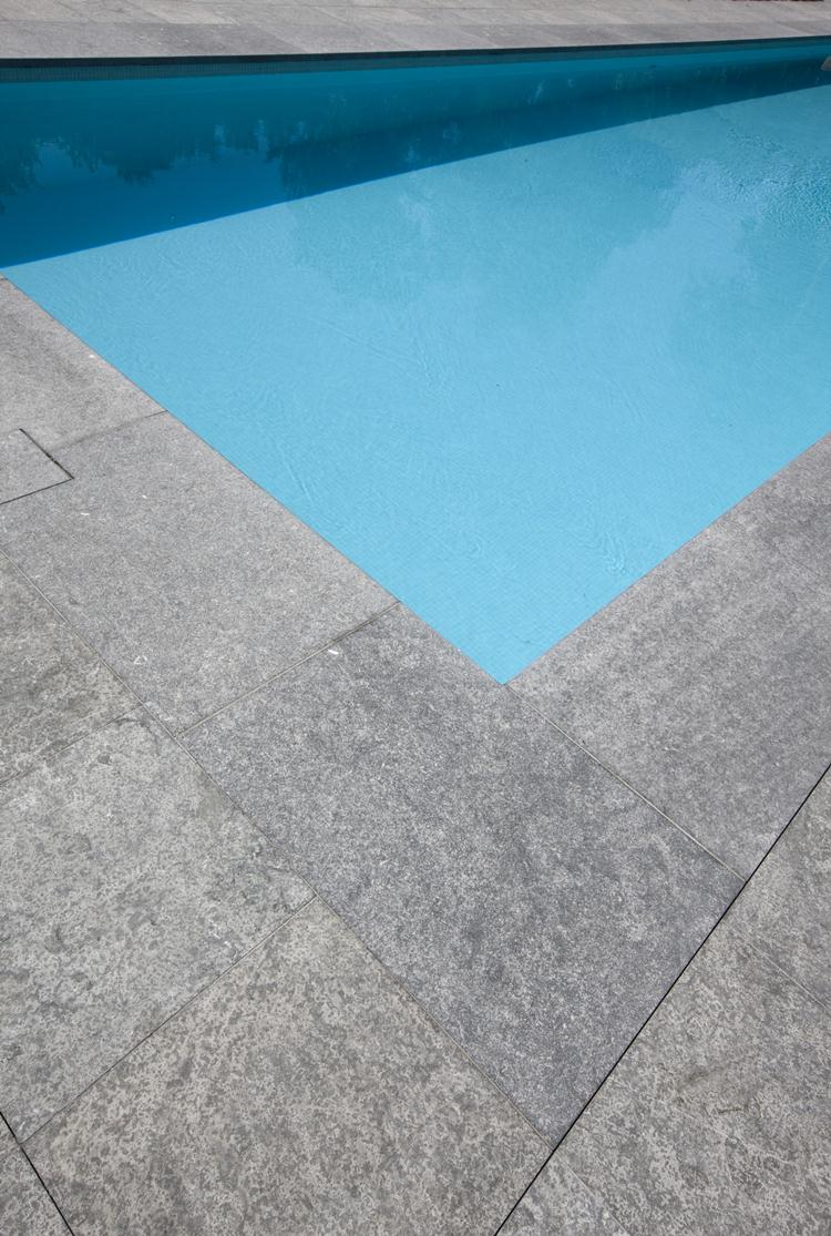 Pierre bleue belge Flamme pierre bleue de Belgique exterieur jardin piscine terrasse