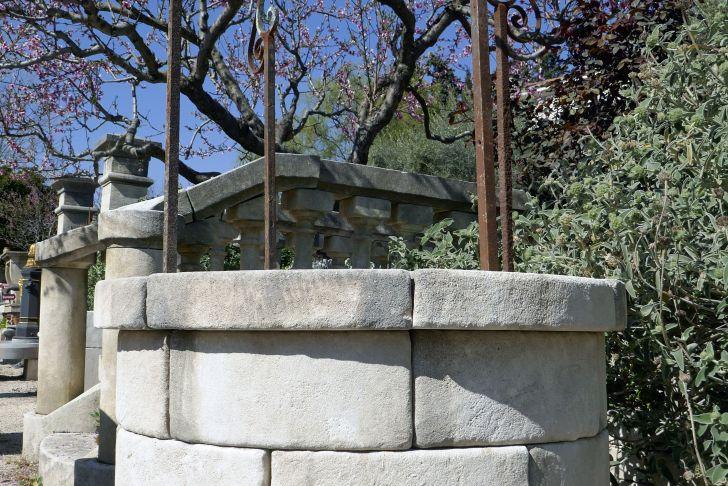 Decorer son Jardin Avec Des Pierres Beau De forme Circulaire Ce Puits Décoratif Pour Jardin Est