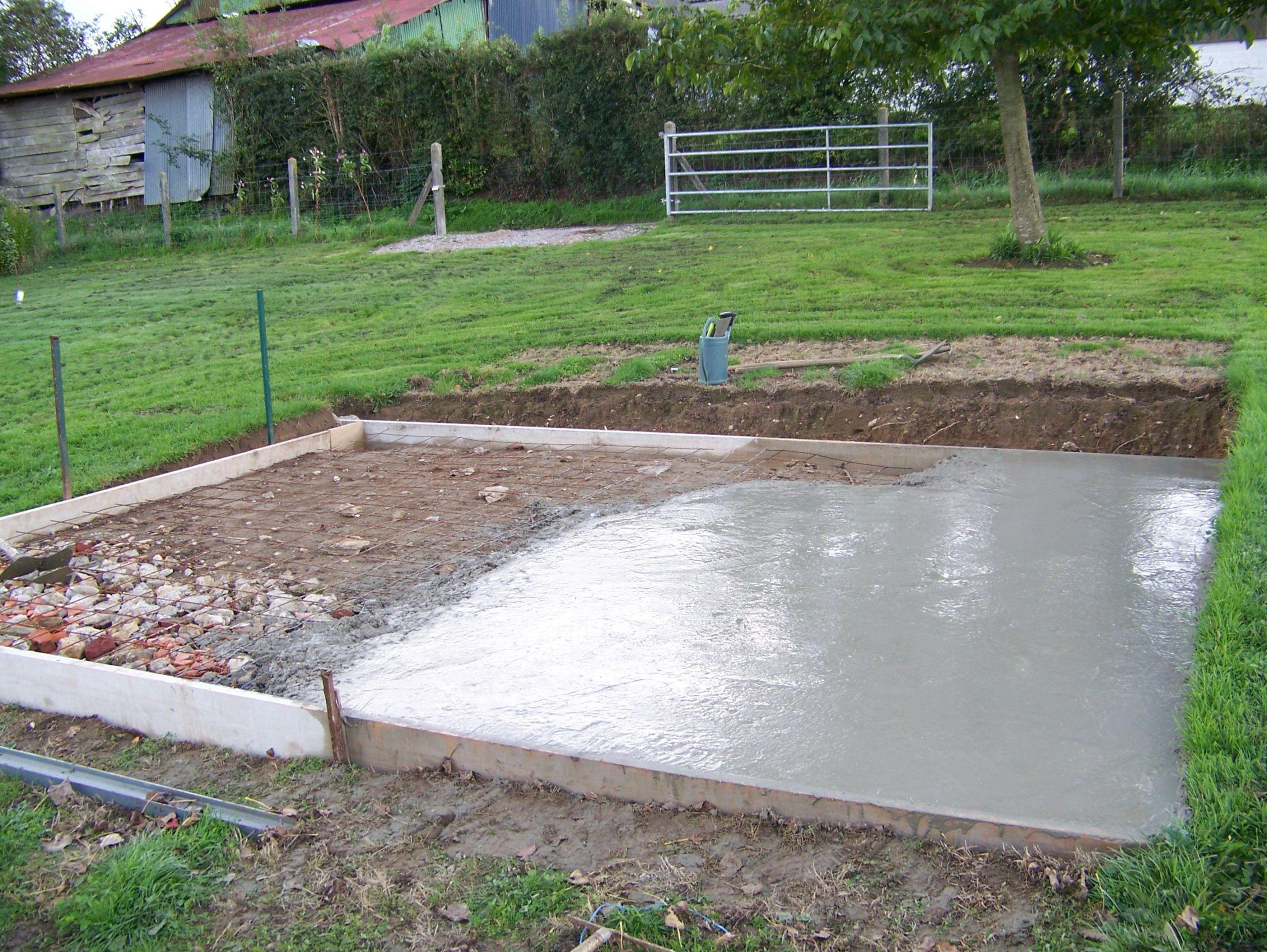 couler dalle beton abri jardin