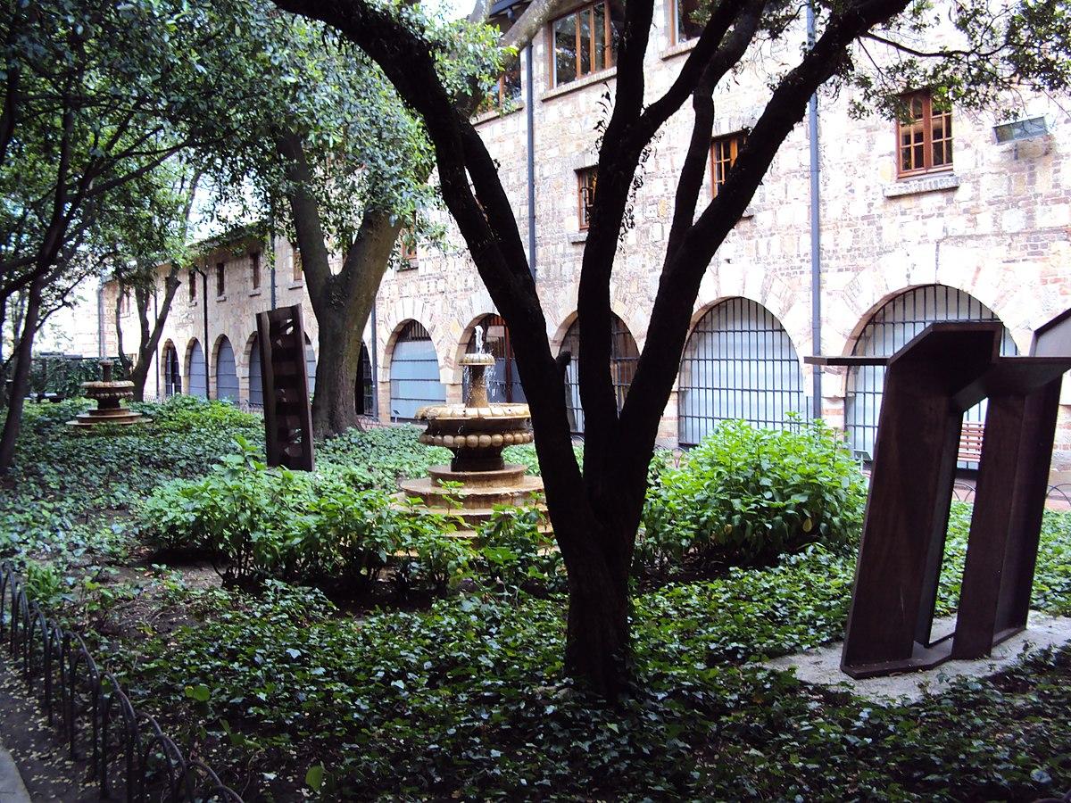 1200px Jardin en el Museo Nacional de Colombia JPG