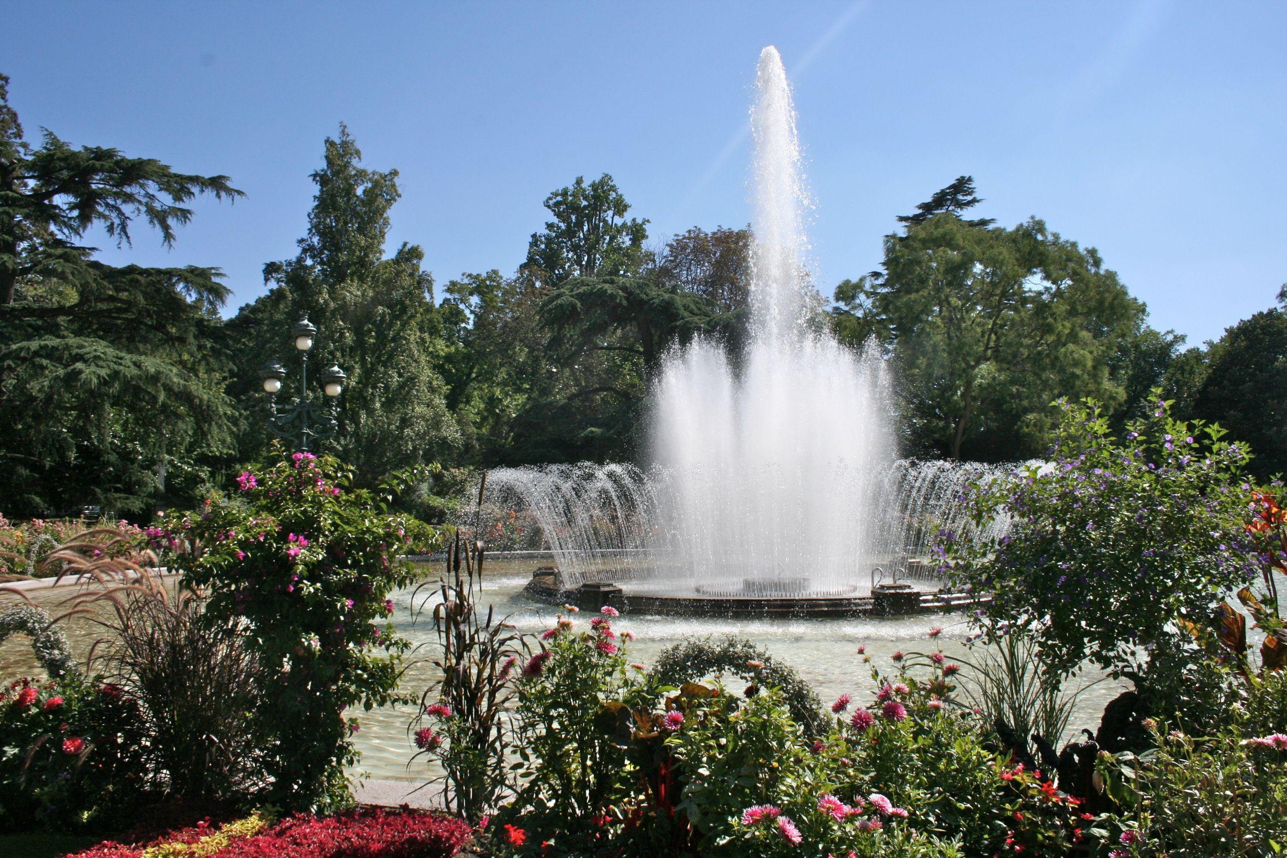 "Jardin Botanique Beau Fountain In ""the Jardin Des Plantes"" First Botanical Garden"