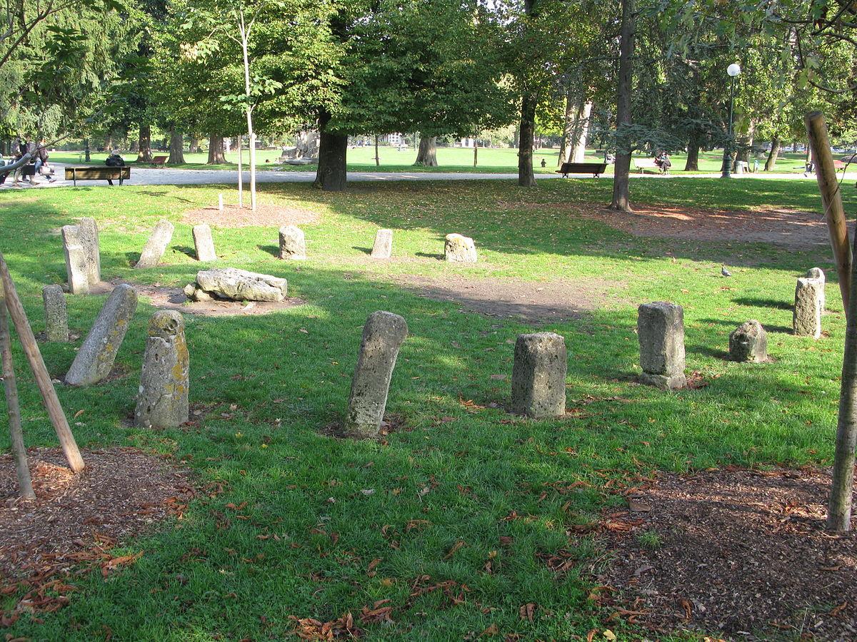 1200px Cromlech jardin public de Bordeaux