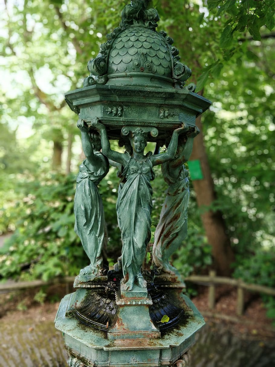 fountain fontaine wallace nantes jardin des plantes cast iron green