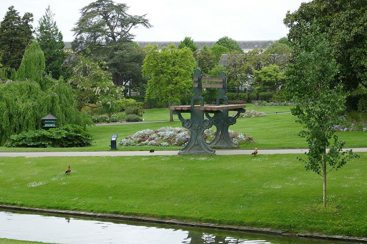 1200px Banc géant Jardin des plantes de Nantes