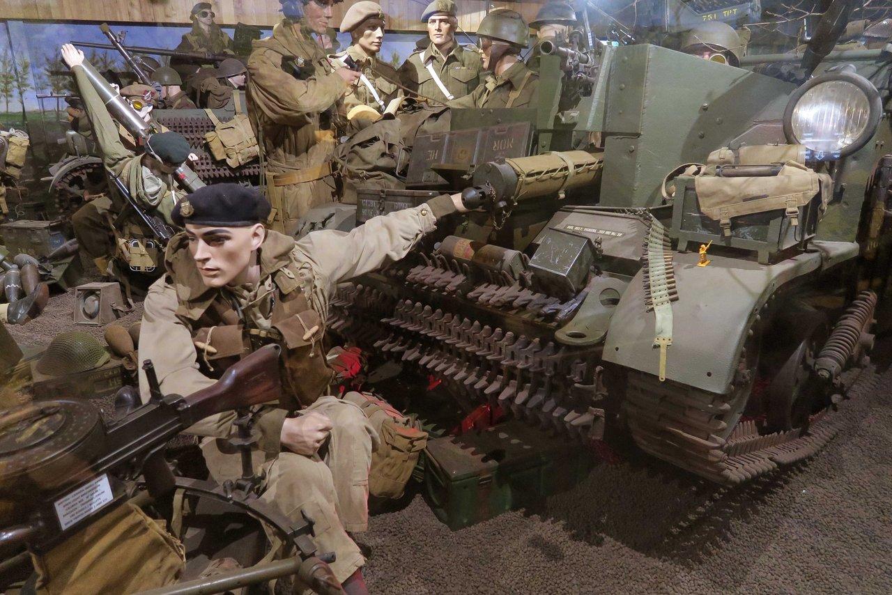 soldaat aan het kanon