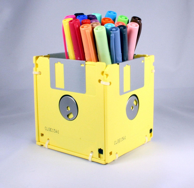 activit C3 A9 manuelle adulte id C3 A9e ment recycler des disquettes jaunes faire un pot a crayon diy rangement crayons stylos feutres fournitures de bureau