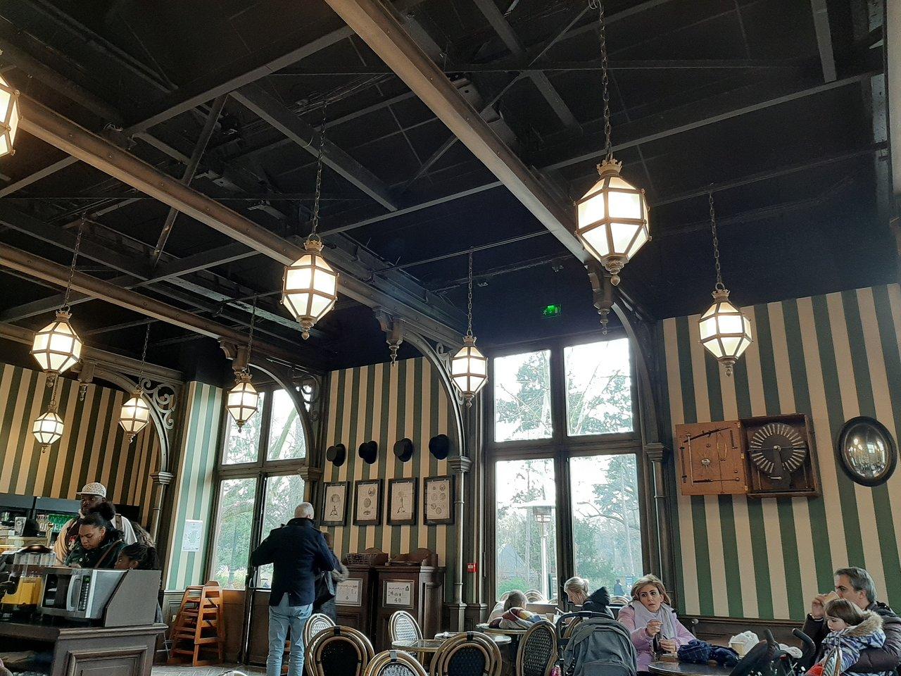 salle du cafe a vapeur