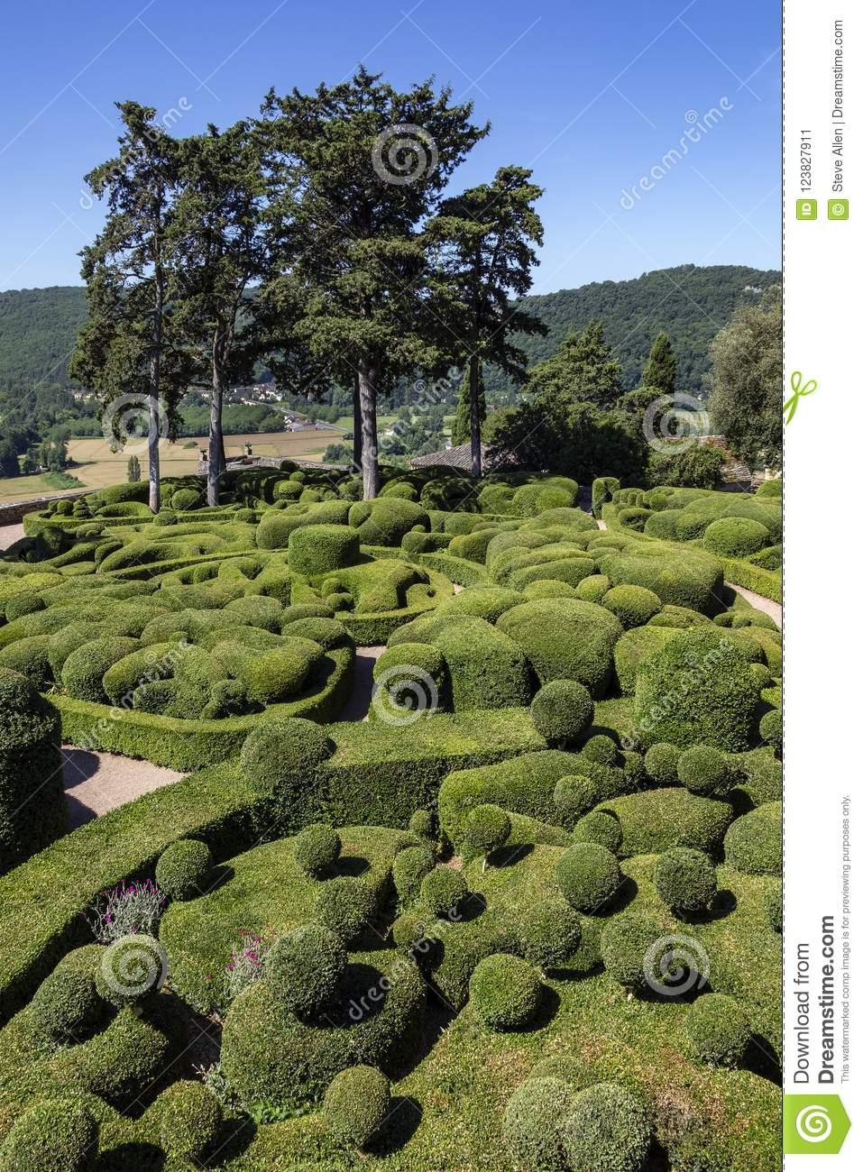 topiary gardens jardins de marqueyssac dordogne region france topiary garden jardins de marqueyssac