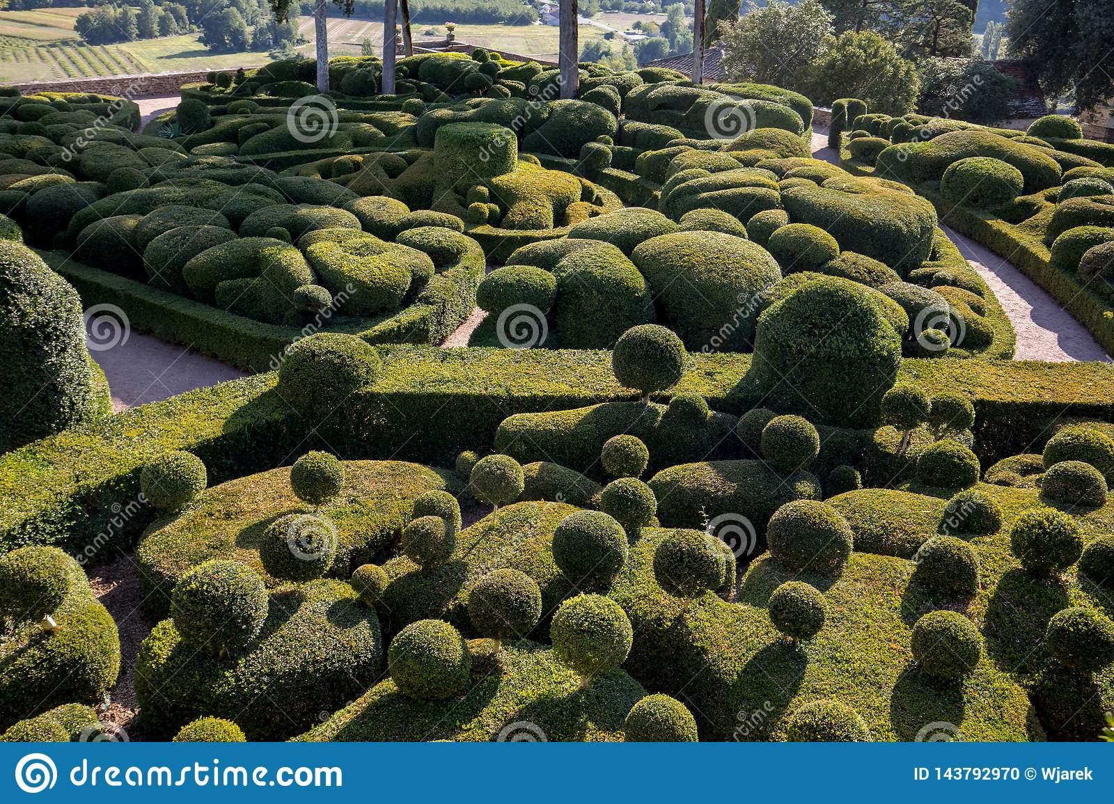 topiary gardens jardins de marqueyssac dordogne region france topiary gardens jardins de