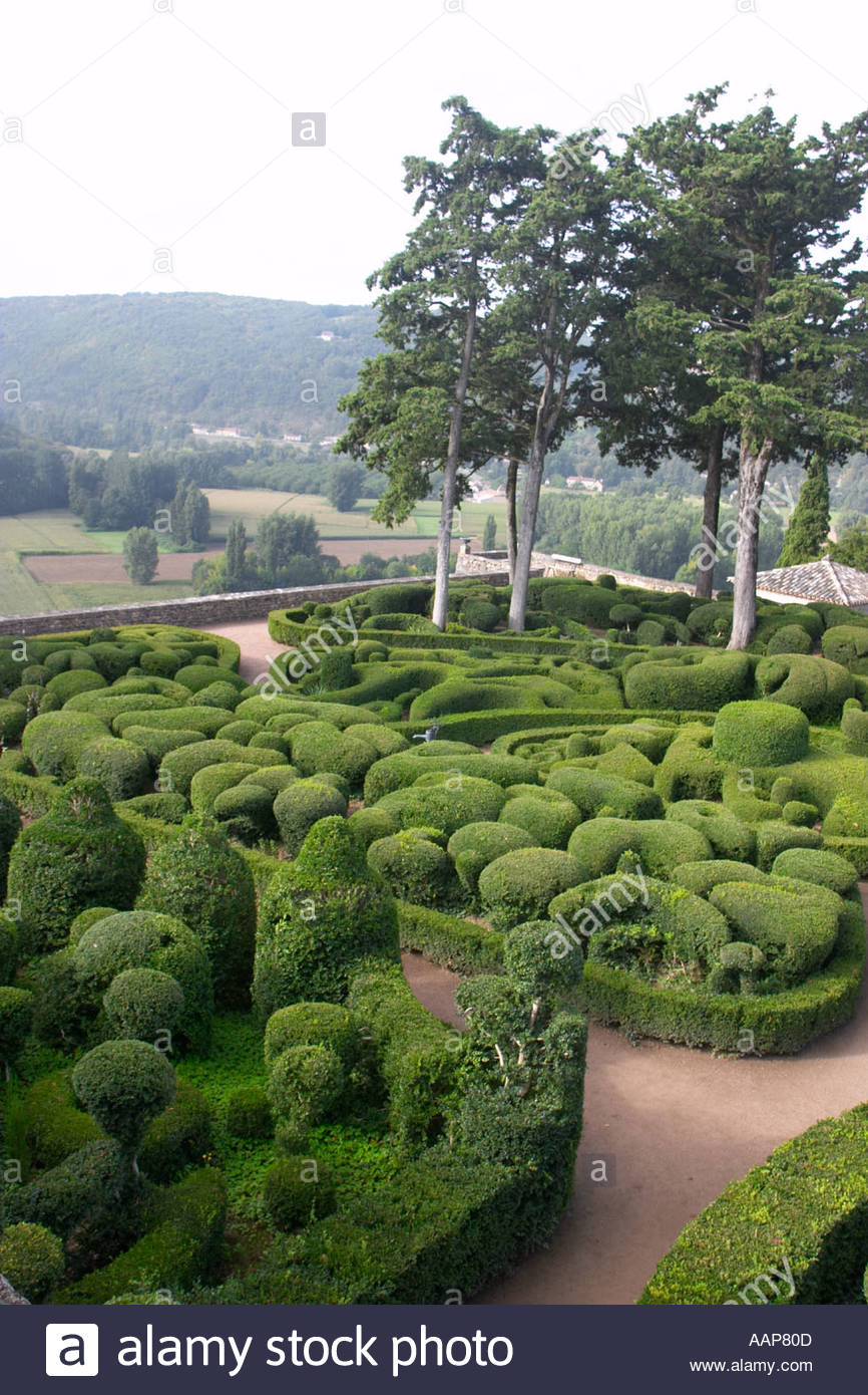 topiary at the chateau de marqueyssac dordogne france AAP80D
