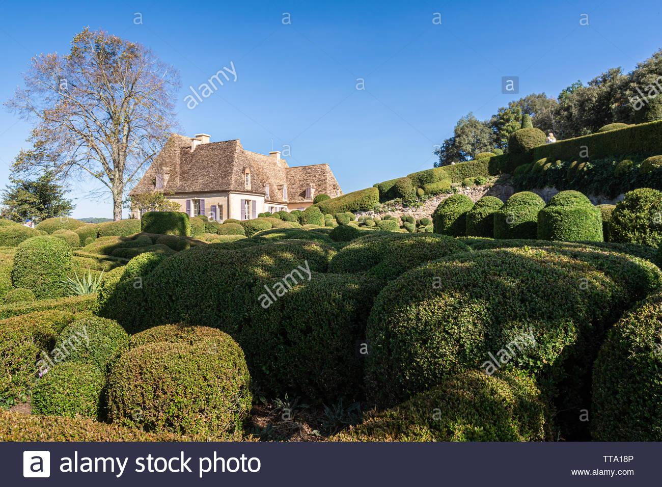 gardens of the chateau de marqueyssac in the historic perigord region of france TTA18P