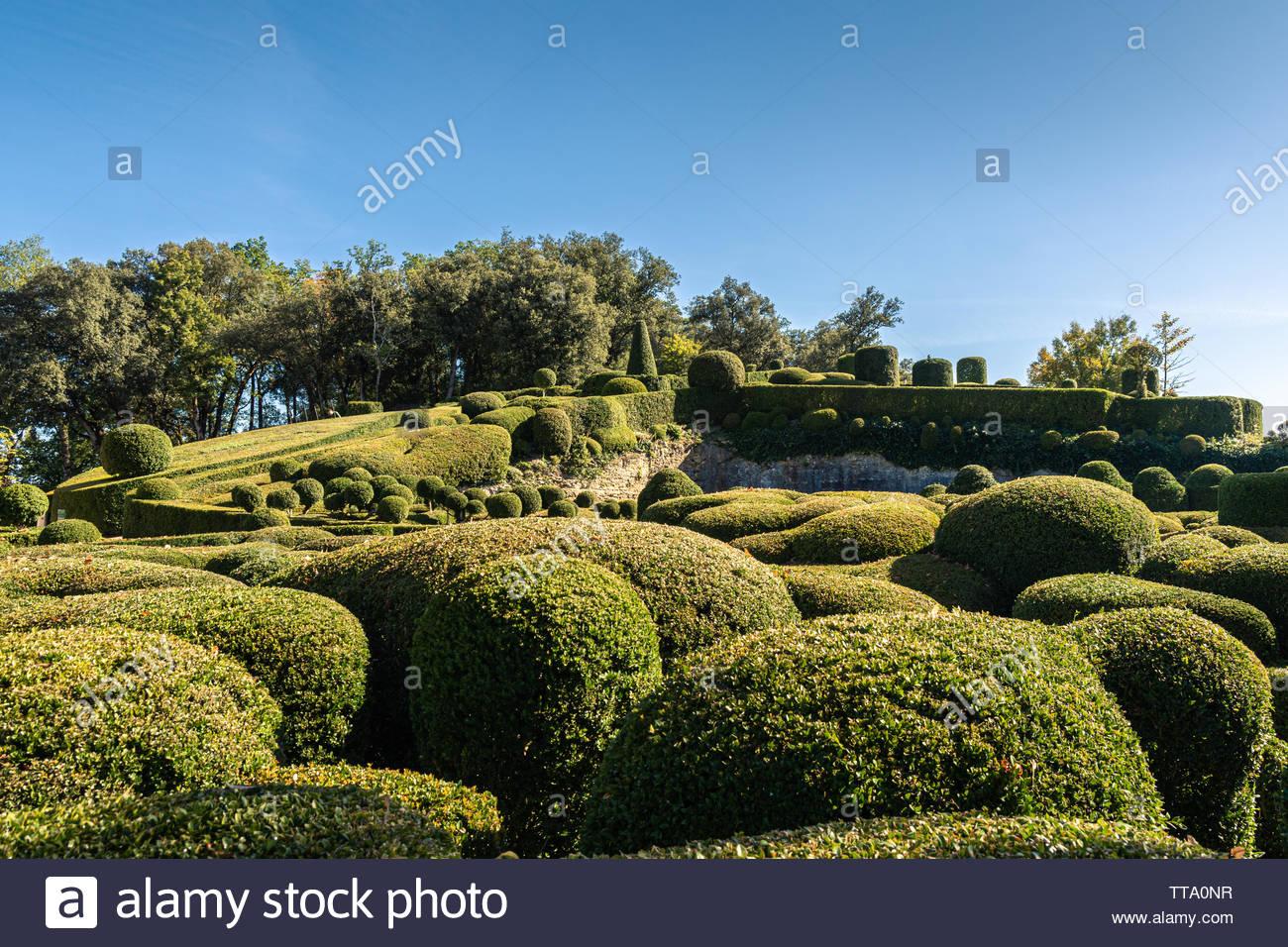 gardens of the chateau de marqueyssac in the historic perigord region of france TTA0NR