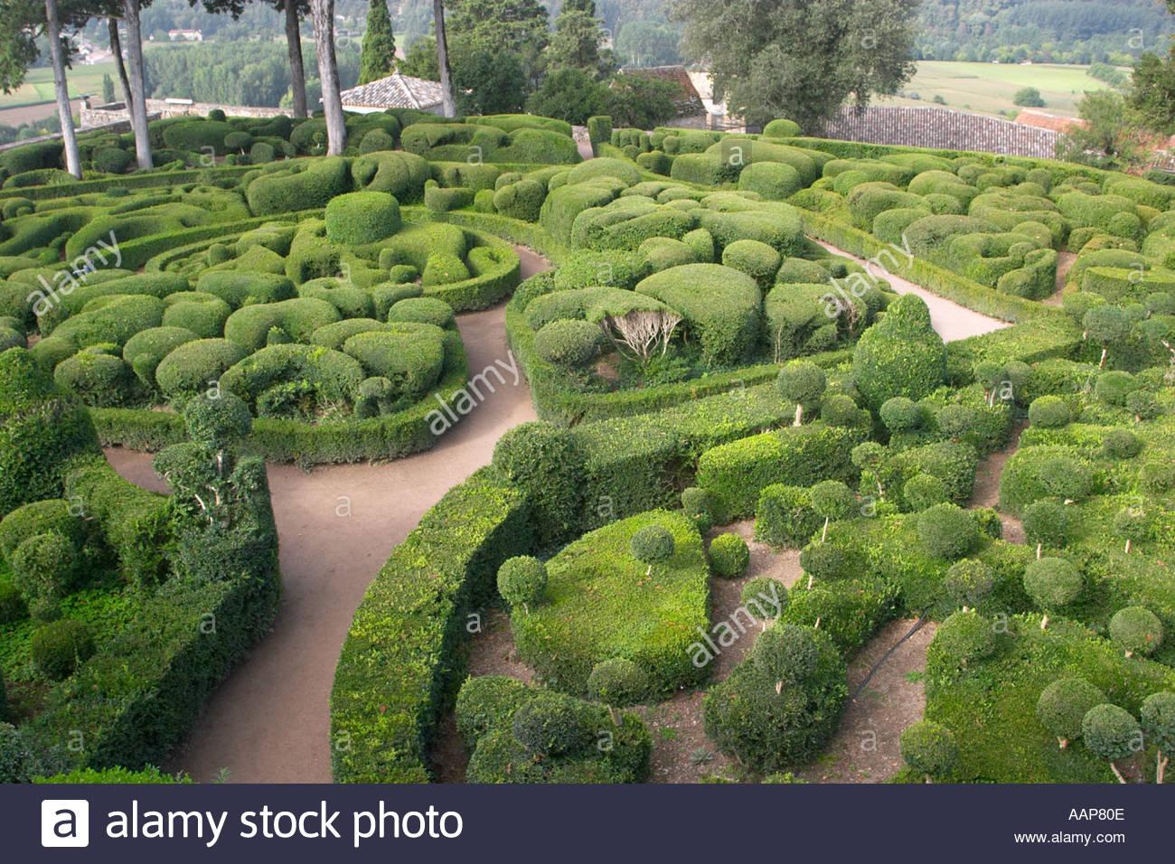 topiary at the chateau de marqueyssac dordogne france AAP80E
