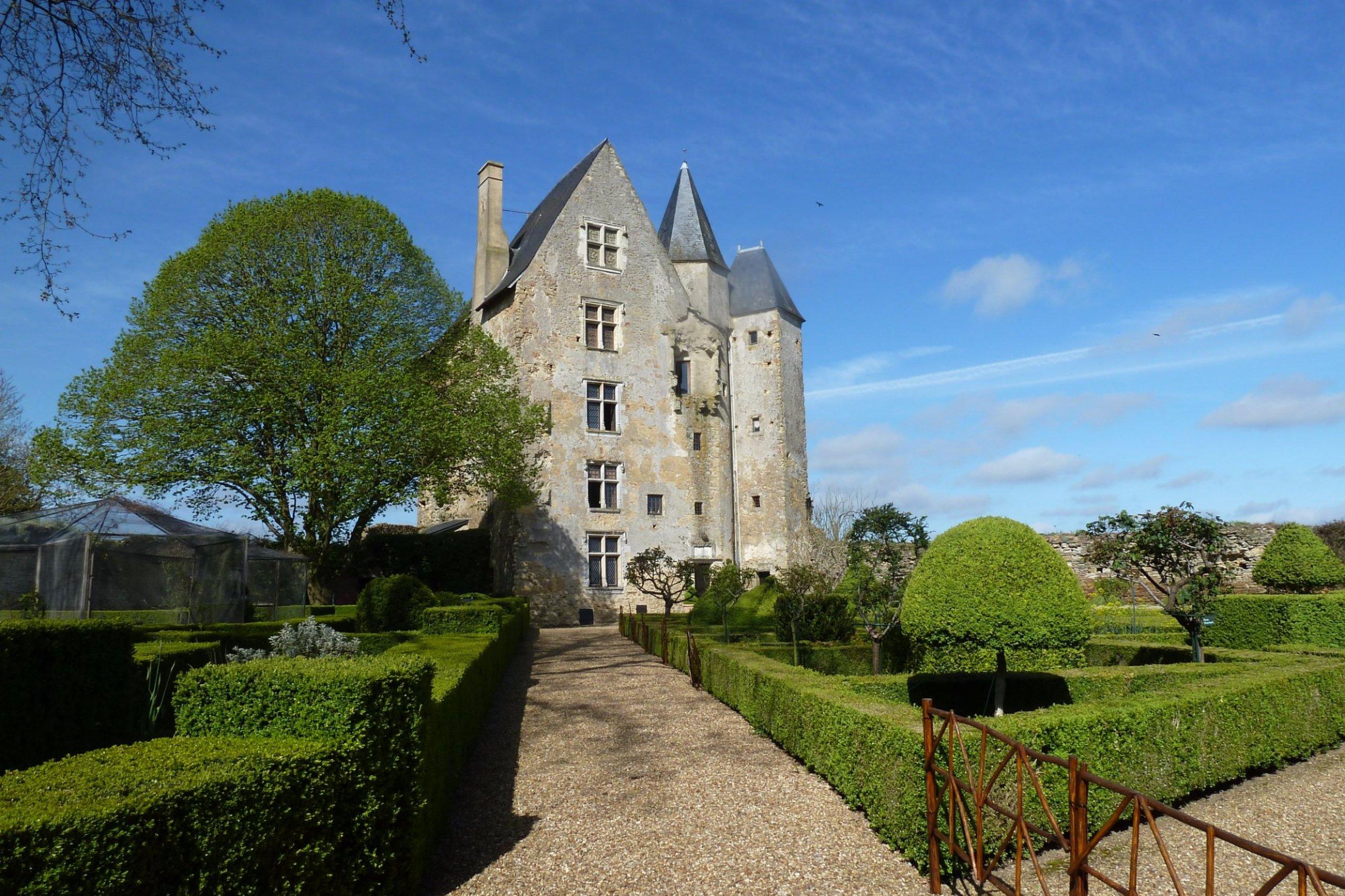 chateau de ballon gothic